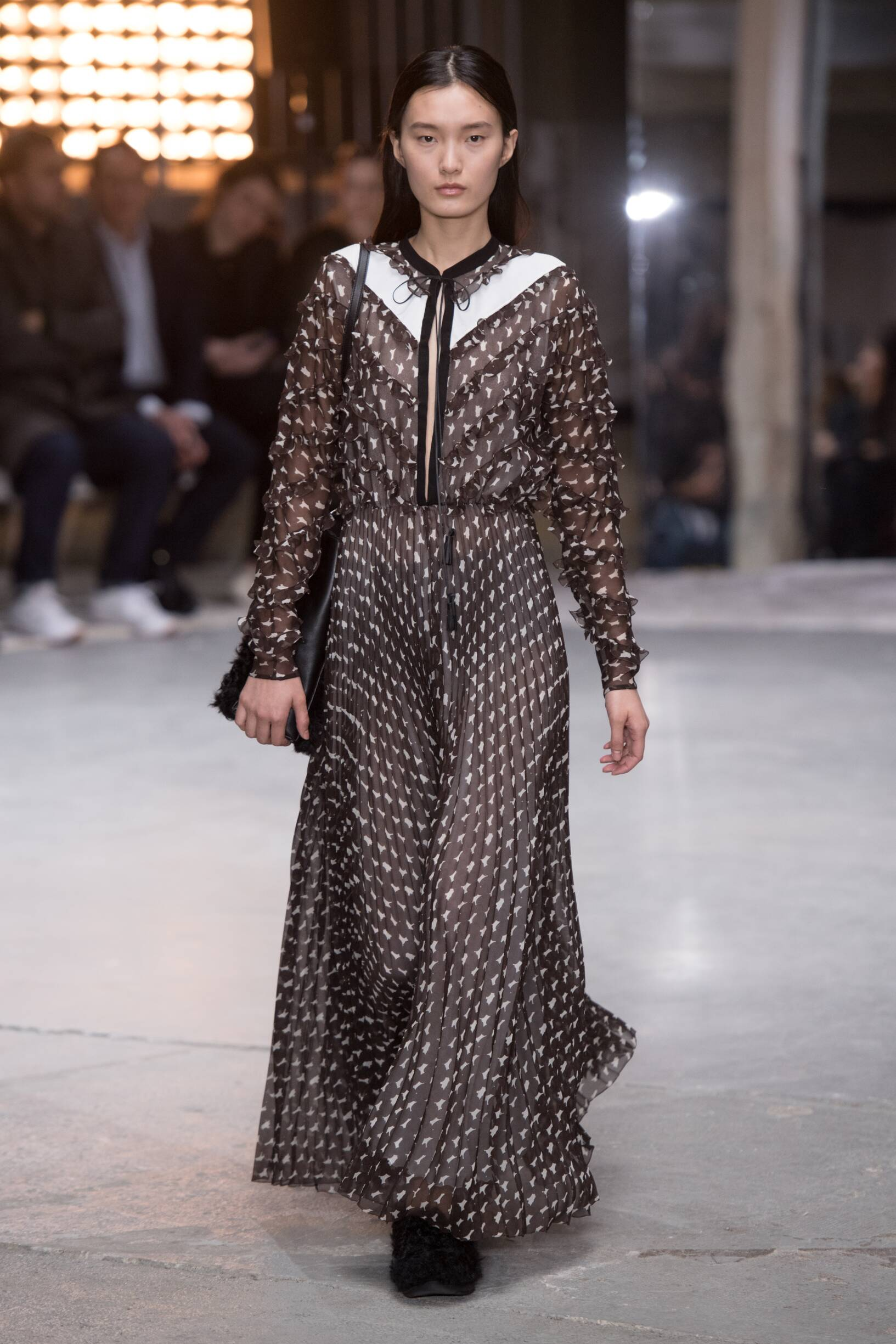 Runway Giambattista Valli Fall Winter 2018 Women's Collection Paris Fashion Week