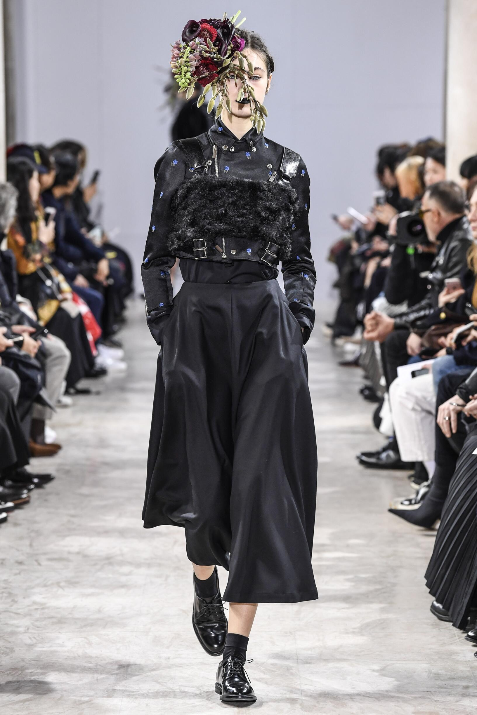Runway Noir Kei Ninomiya Fall Winter 2018 Women's Collection Paris Fashion Week