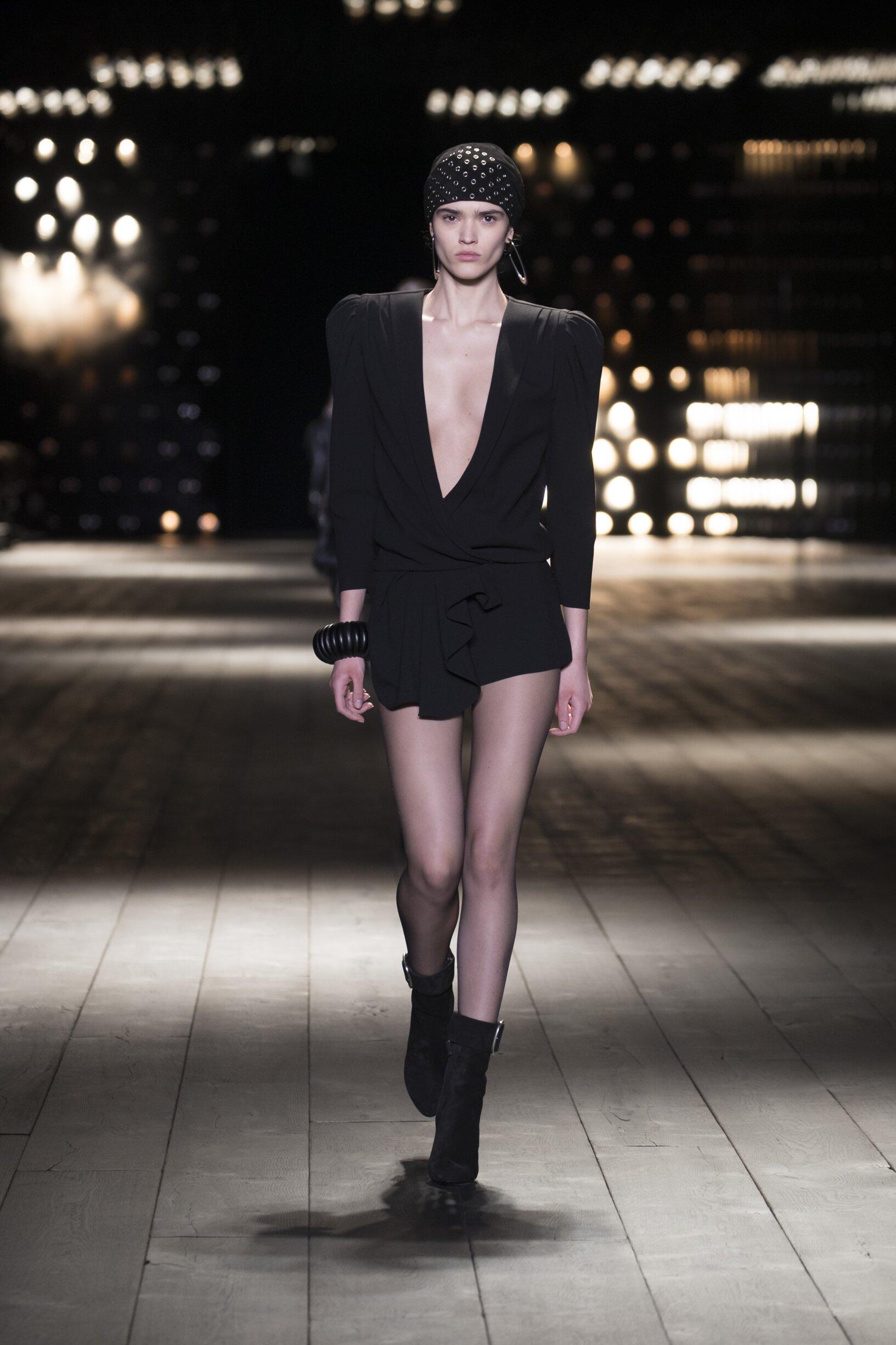 Runway Saint Laurent Fall Winter 2018 Women's Collection Paris Fashion Week