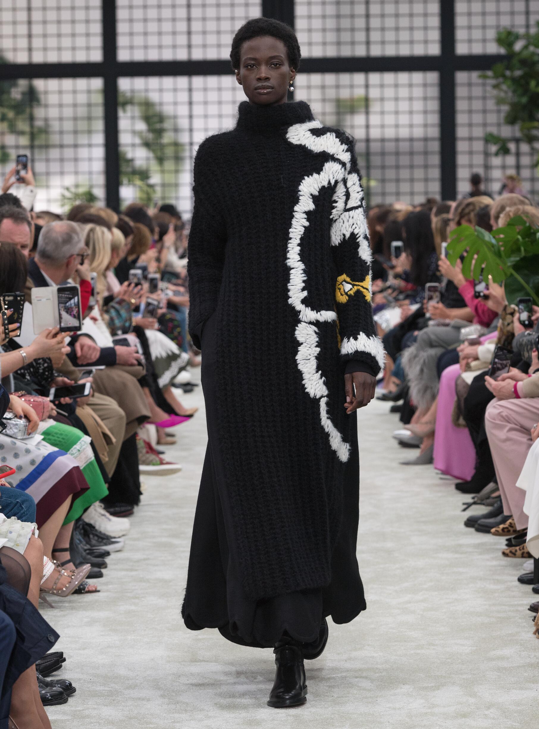 Runway Valentino Fall Winter 2018 Women's Collection Paris Fashion Week