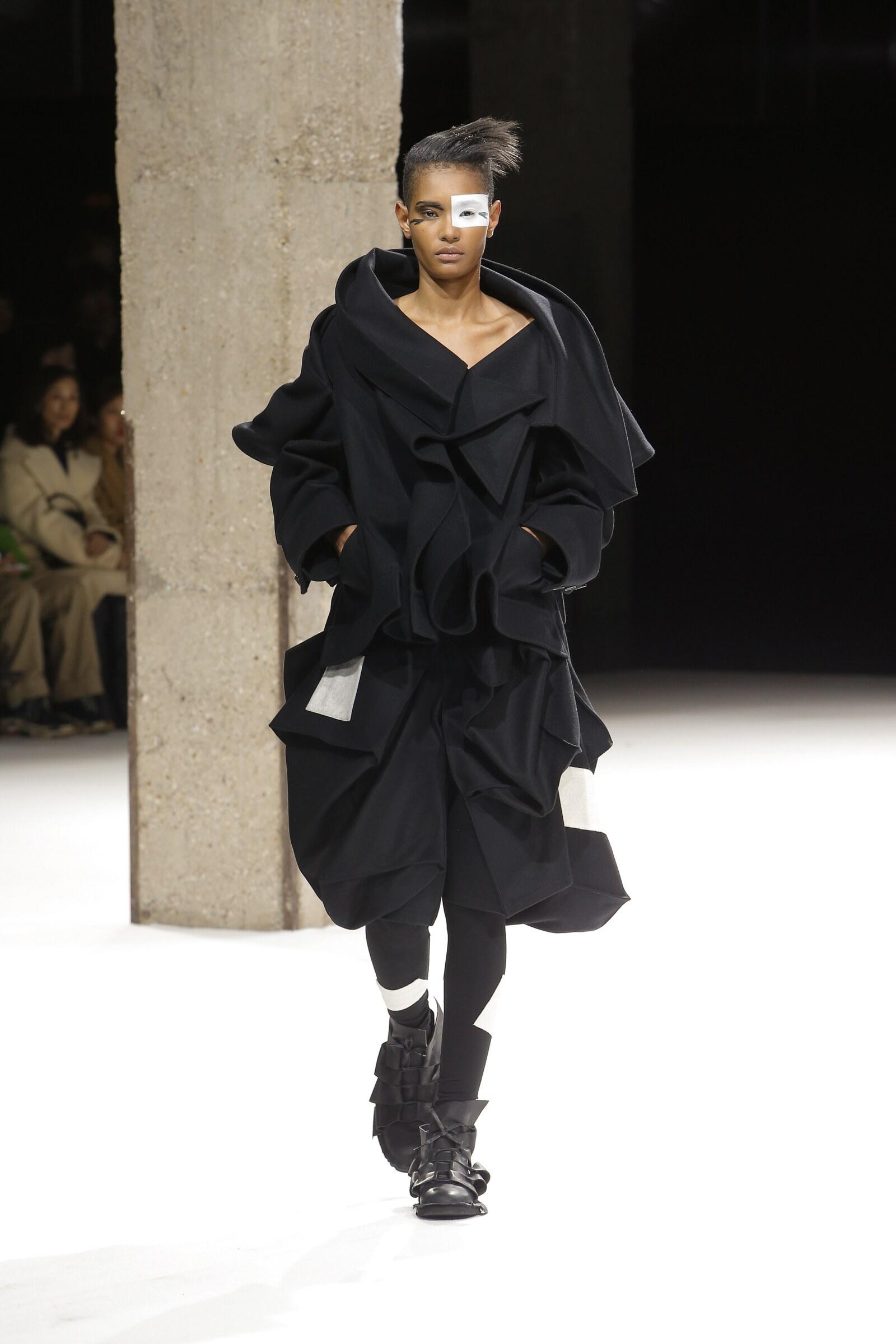 Runway Yohji Yamamoto Fall Winter 2018 Women's Collection Paris Fashion Week