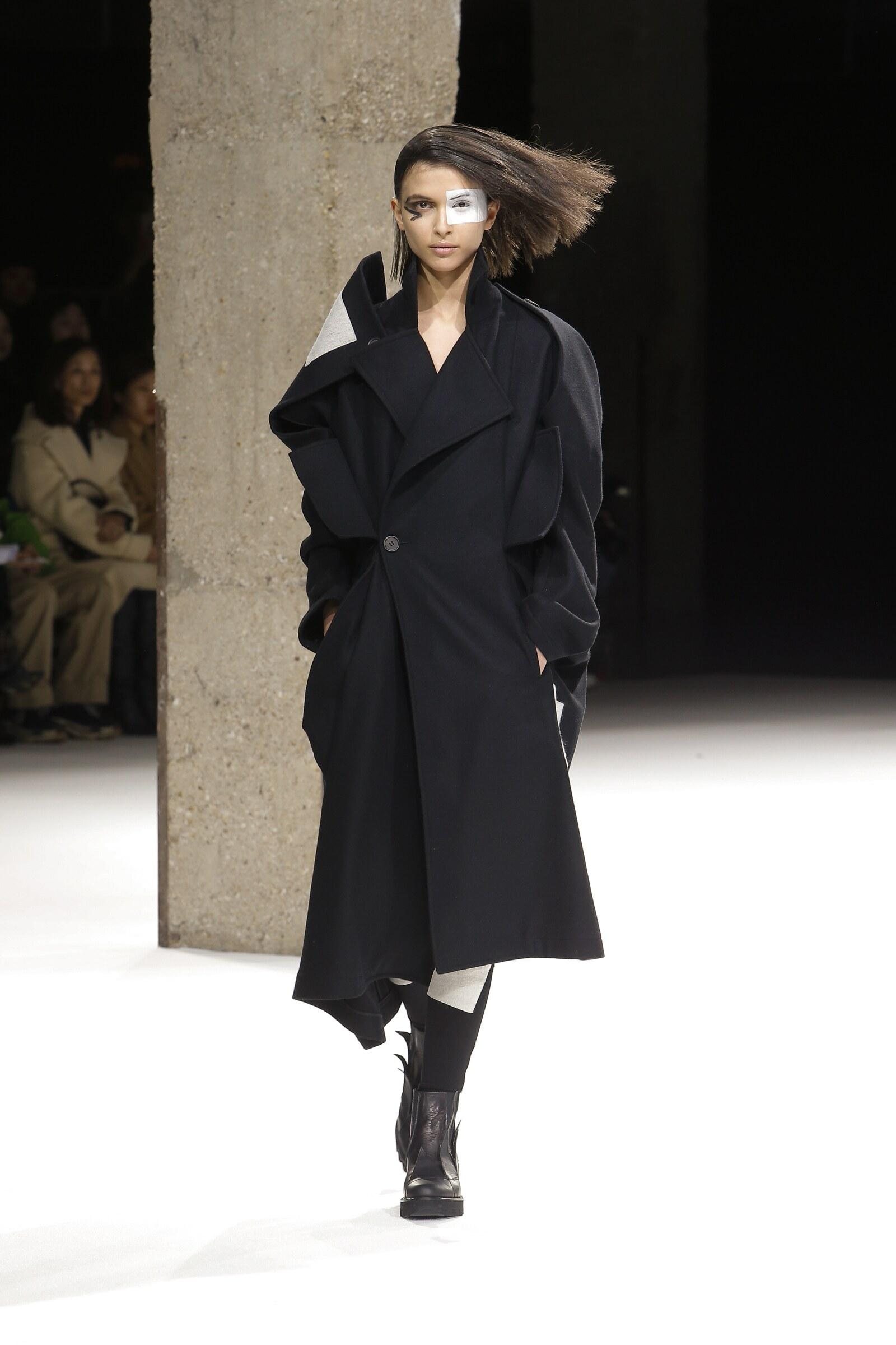 Winter 2018 Woman Trends Yohji Yamamoto