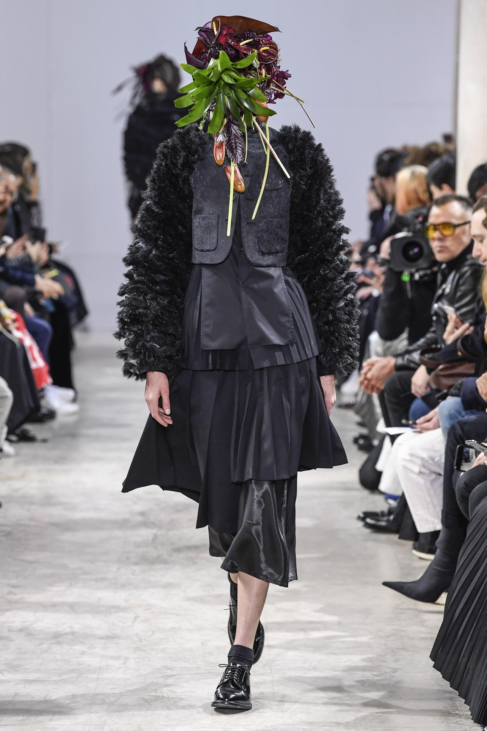 Woman FW 2018-19 Fashion Show Noir Kei Ninomiya
