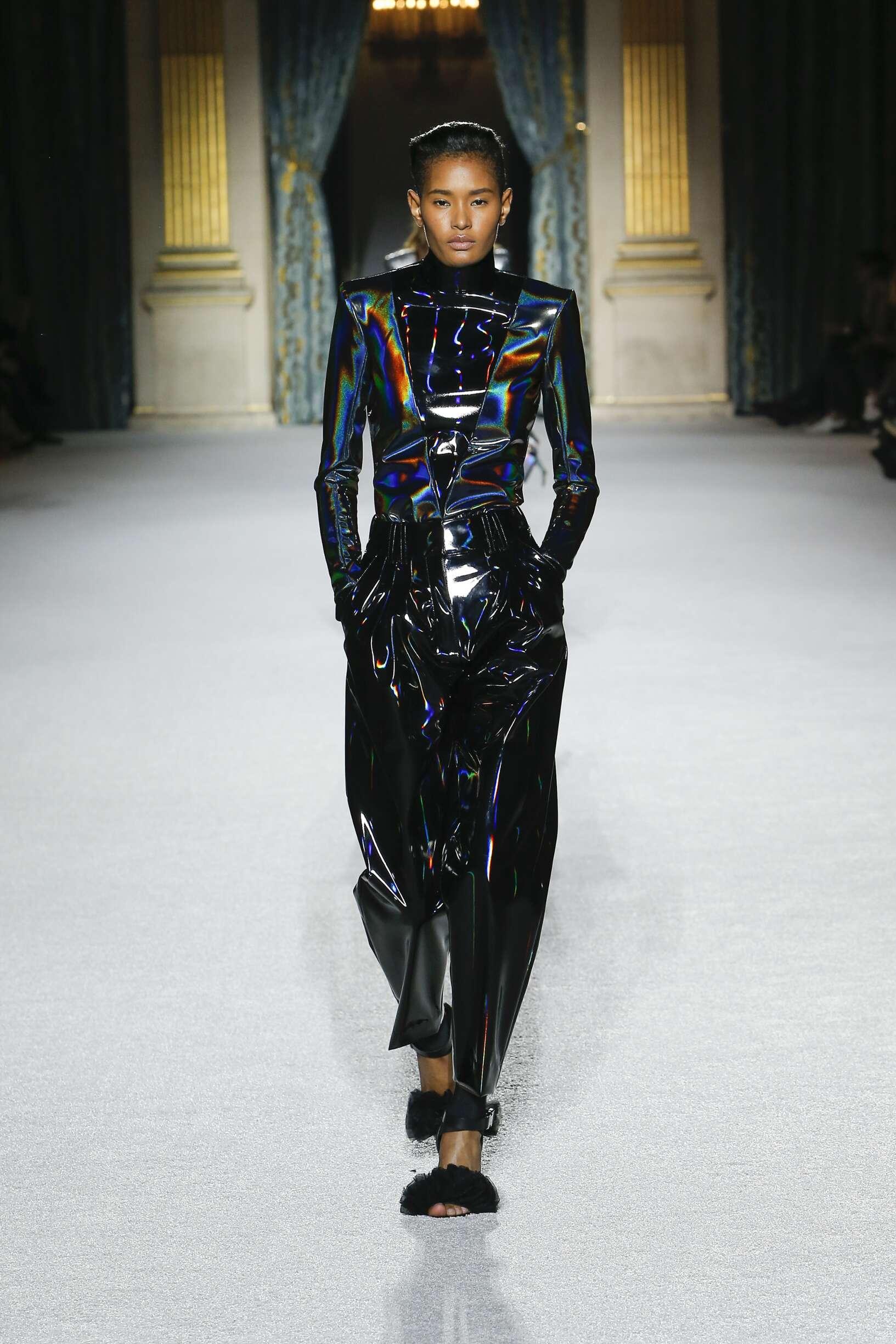 Woman FW 2018 Balmain Show Paris Fashion Week