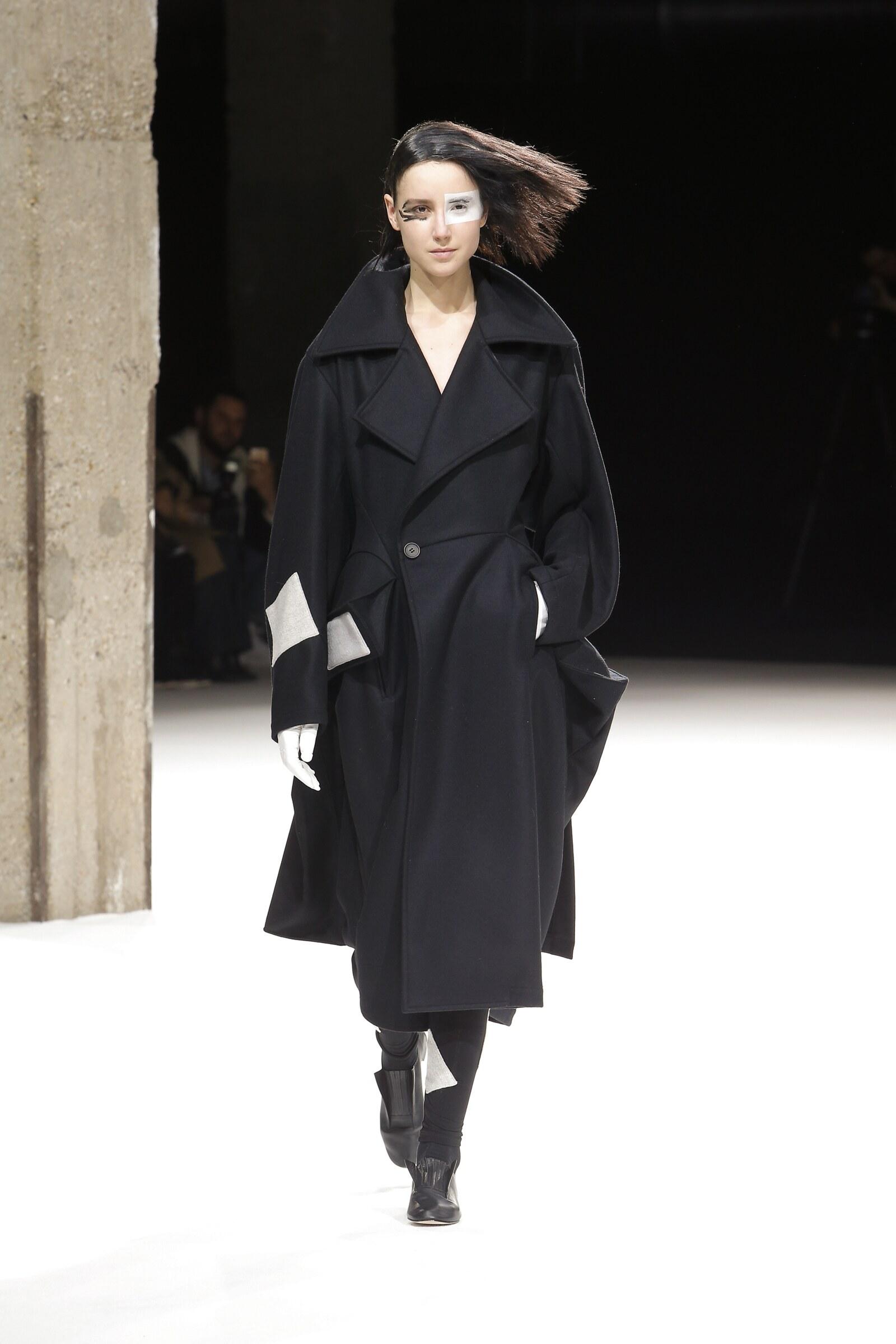 Woman Fall 2018 Fashion Trends Yohji Yamamoto