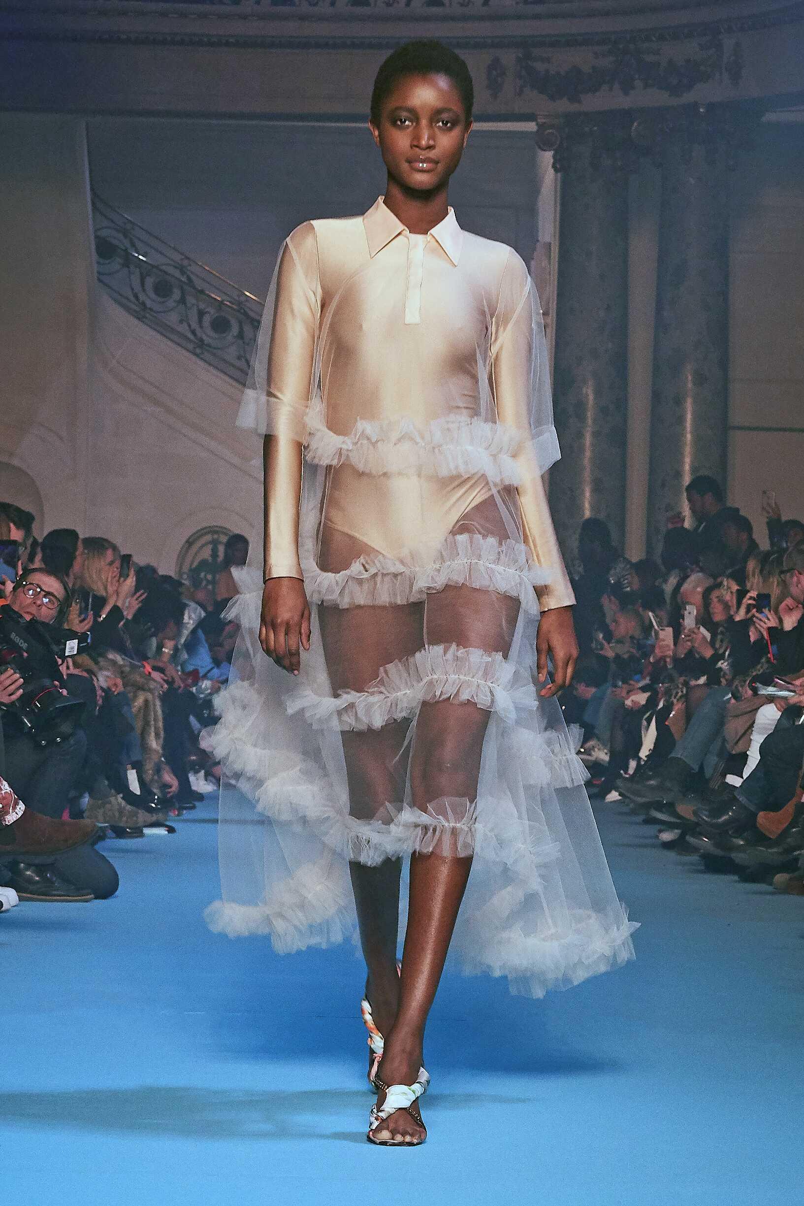 Womenswear Runway Fashion Show Off-White