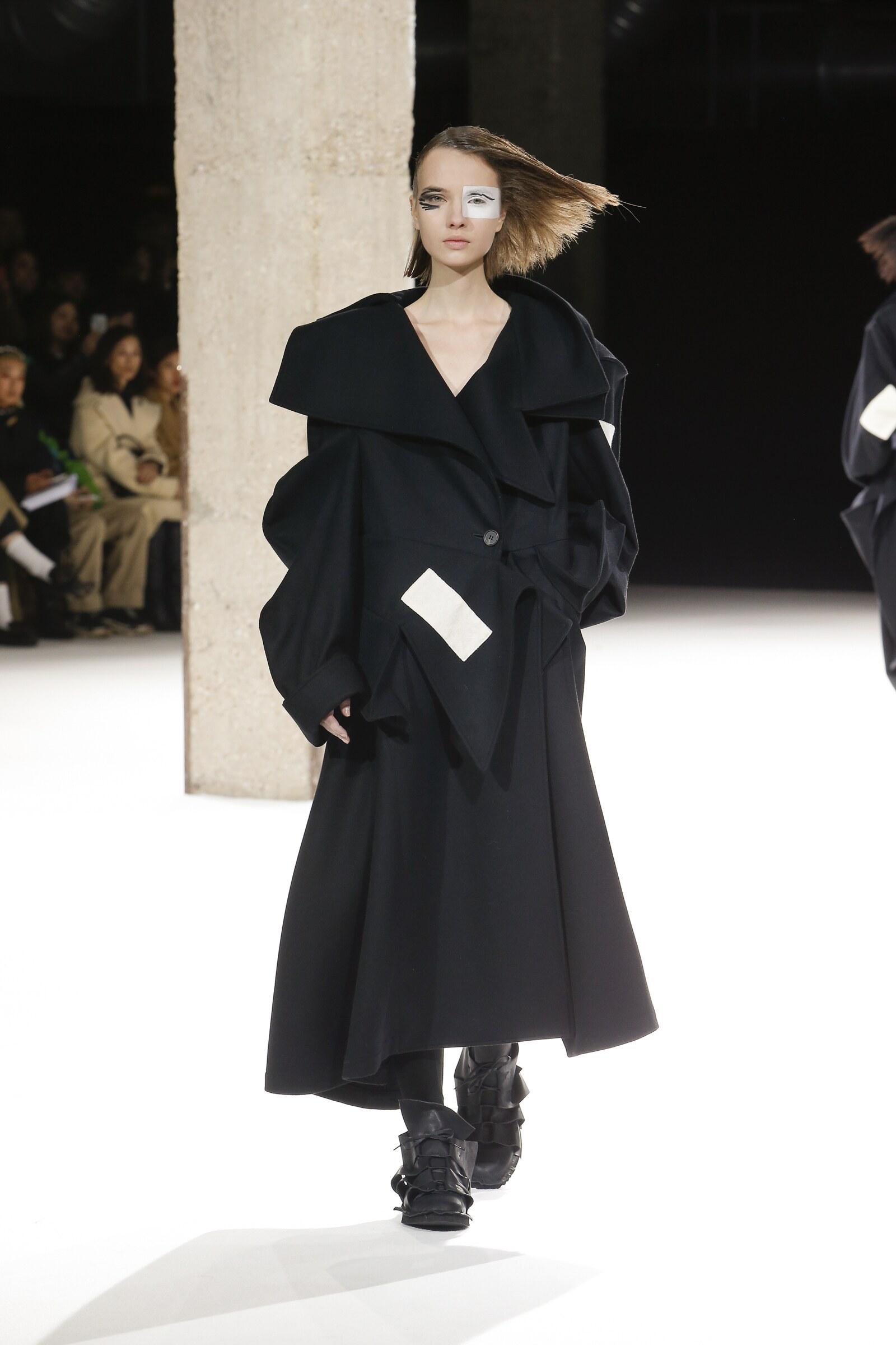 Yohji Yamamoto Fall Winter 2018 Womens Collection Paris Fashion Week