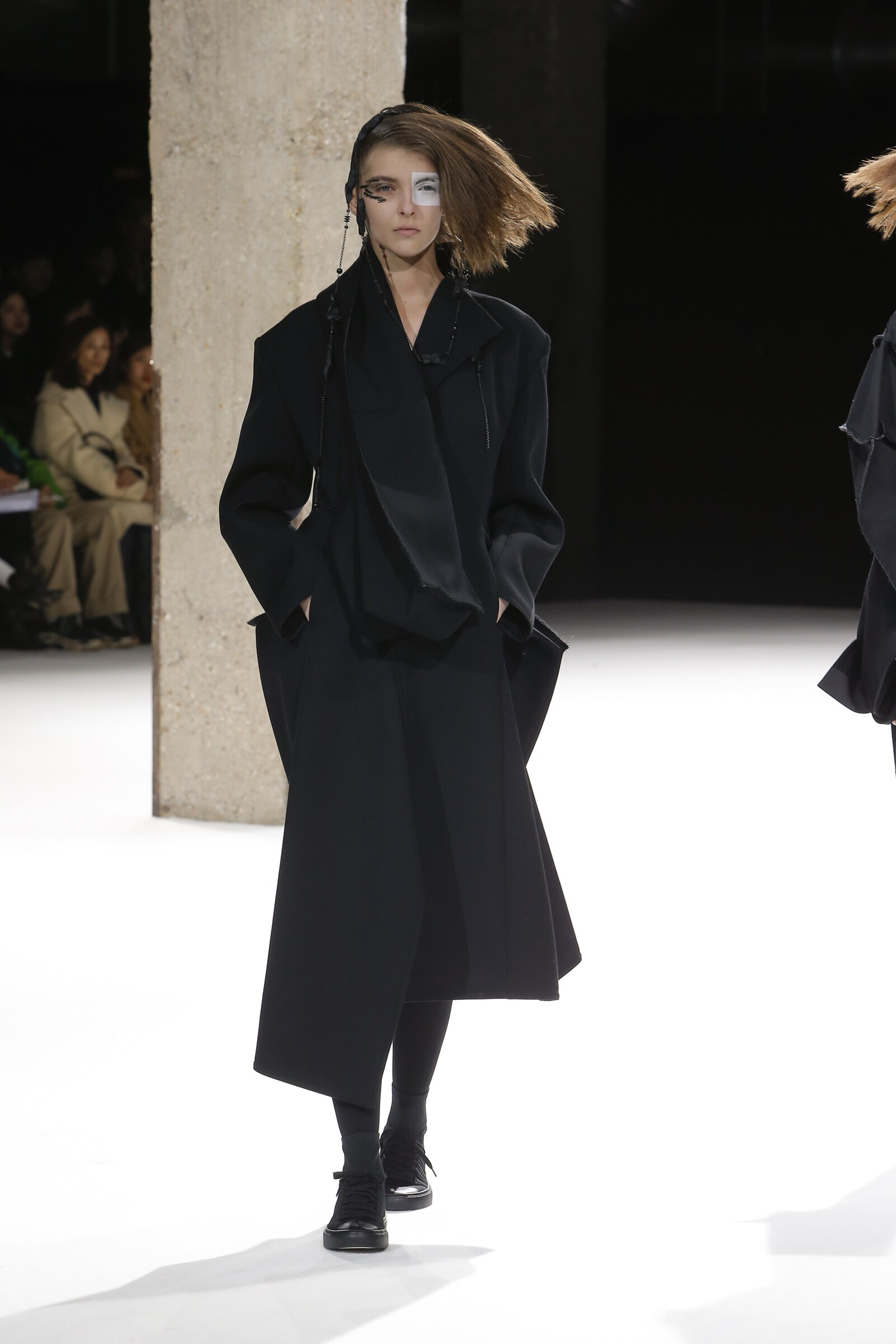 YOHJI YAMAMOTO FALL WINTER 2018 WOMEN S COLLECTION  0210726b1