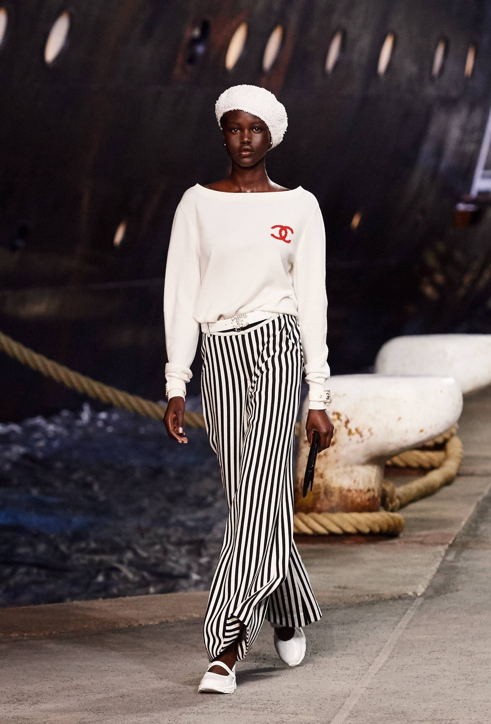 Chanel Cruise Collection 2018-19 Look 1 Paris