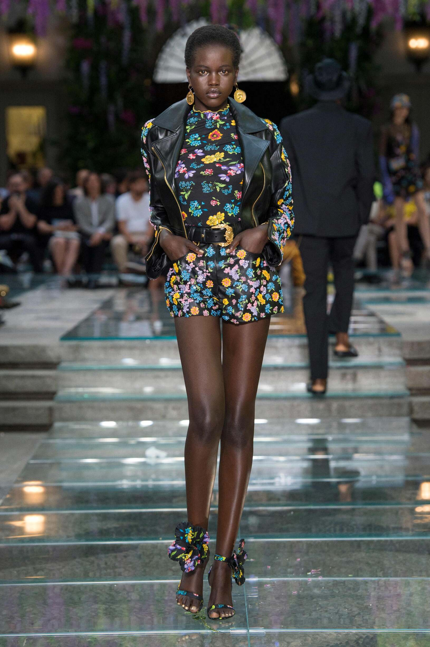 Fashion 2019 Woman Style Versace