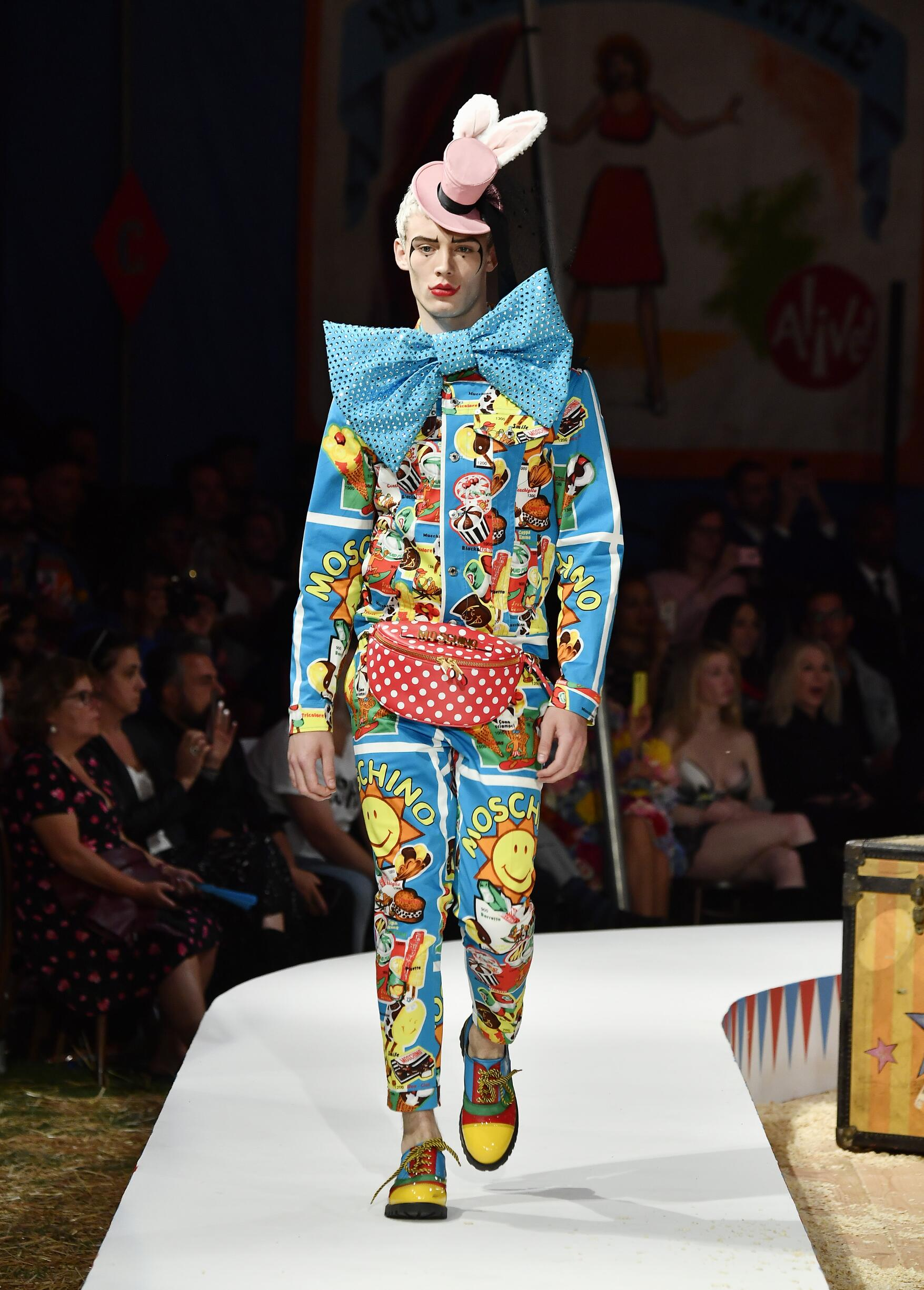 Moschino Spring Summer 2019 Menswear and Women's Resort Collection Look 13 Los Angeles