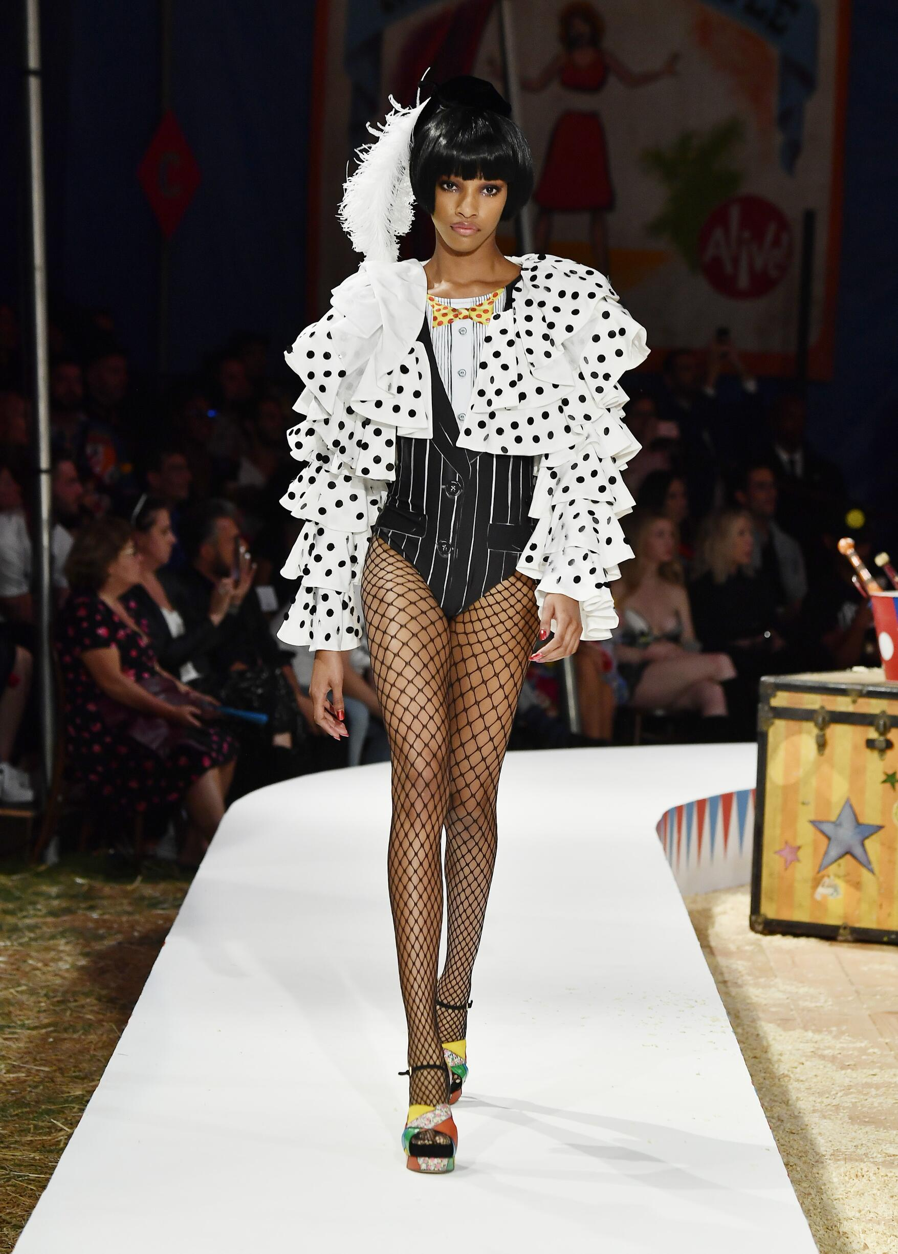 Moschino Spring Summer 2019 Menswear and Women's Resort Collection Look 14 Los Angeles