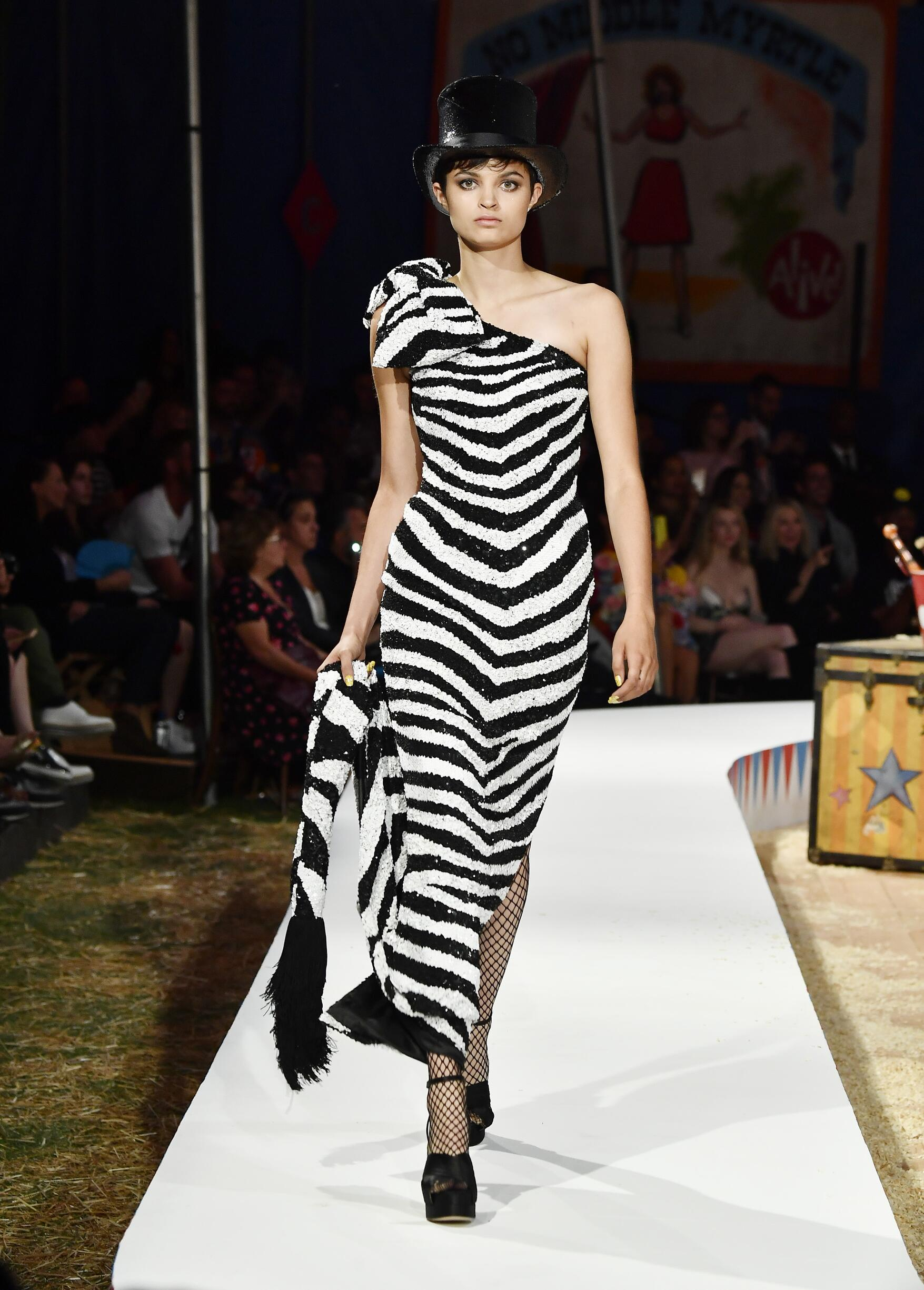 Moschino Spring Summer 2019 Menswear and Women's Resort Collection Look 15 Los Angeles