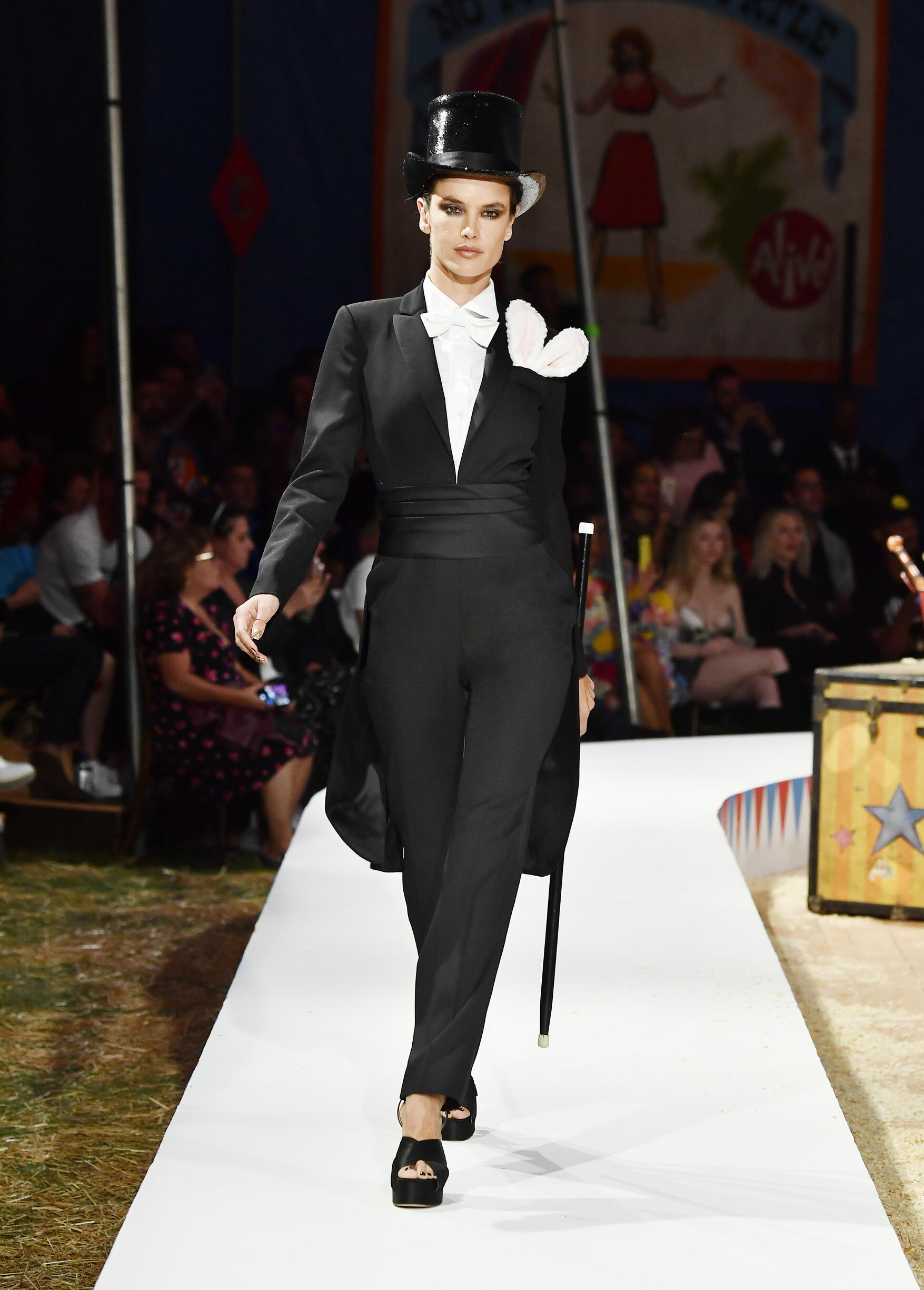 Moschino Spring Summer 2019 Menswear and Women's Resort Collection Look 18 Los Angeles