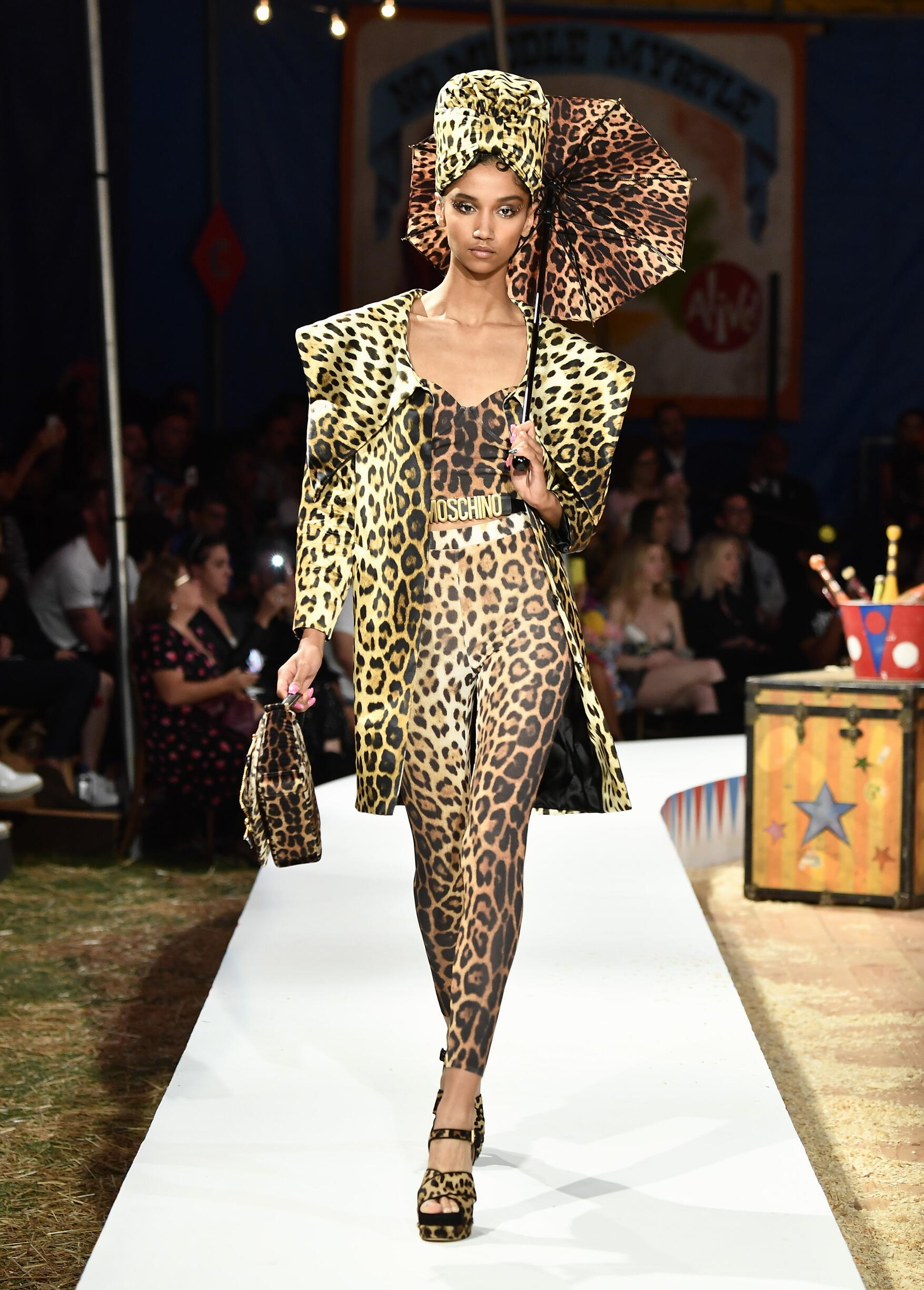 Moschino Spring Summer 2019 Menswear and Women's Resort Collection Look 21 Los Angeles