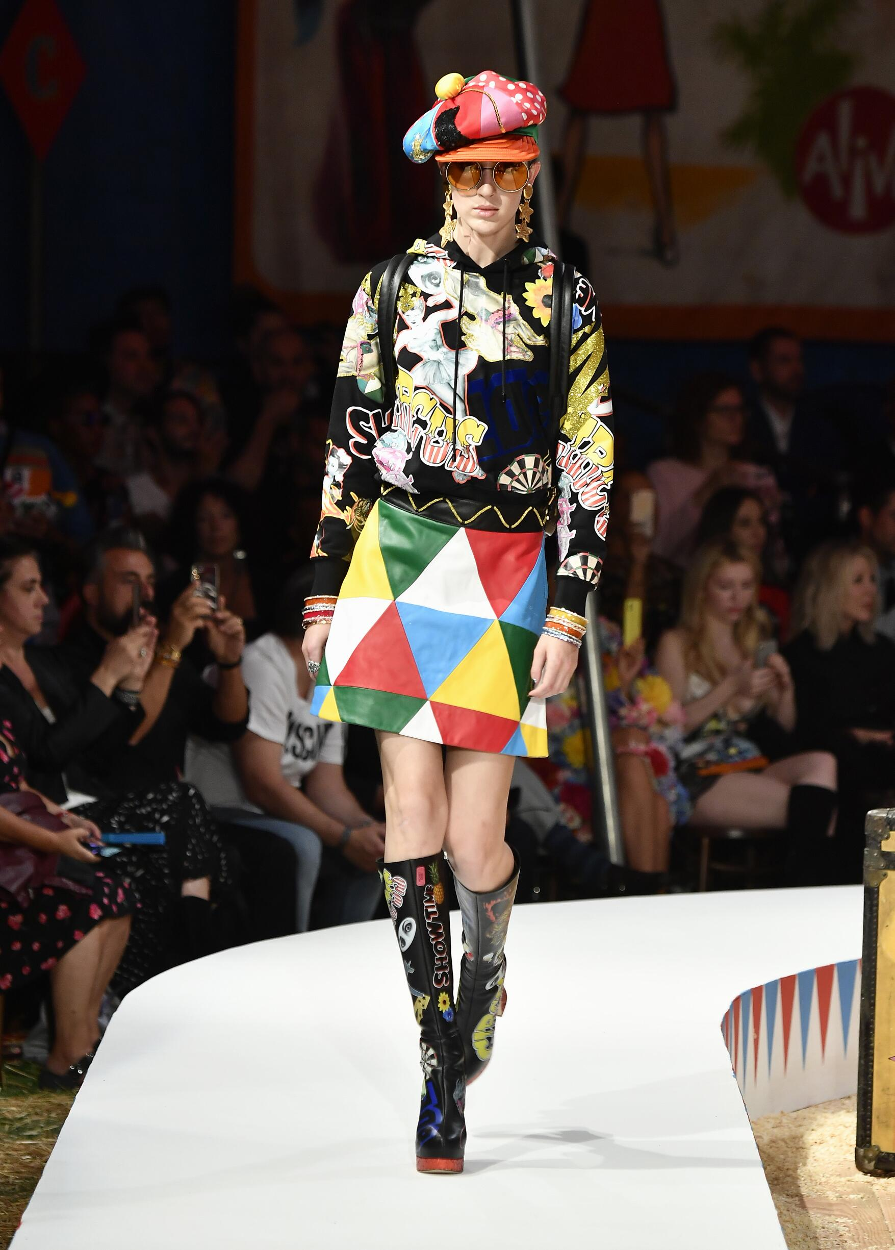 Moschino Spring Summer 2019 Menswear and Women's Resort Collection Look 23 Los Angeles