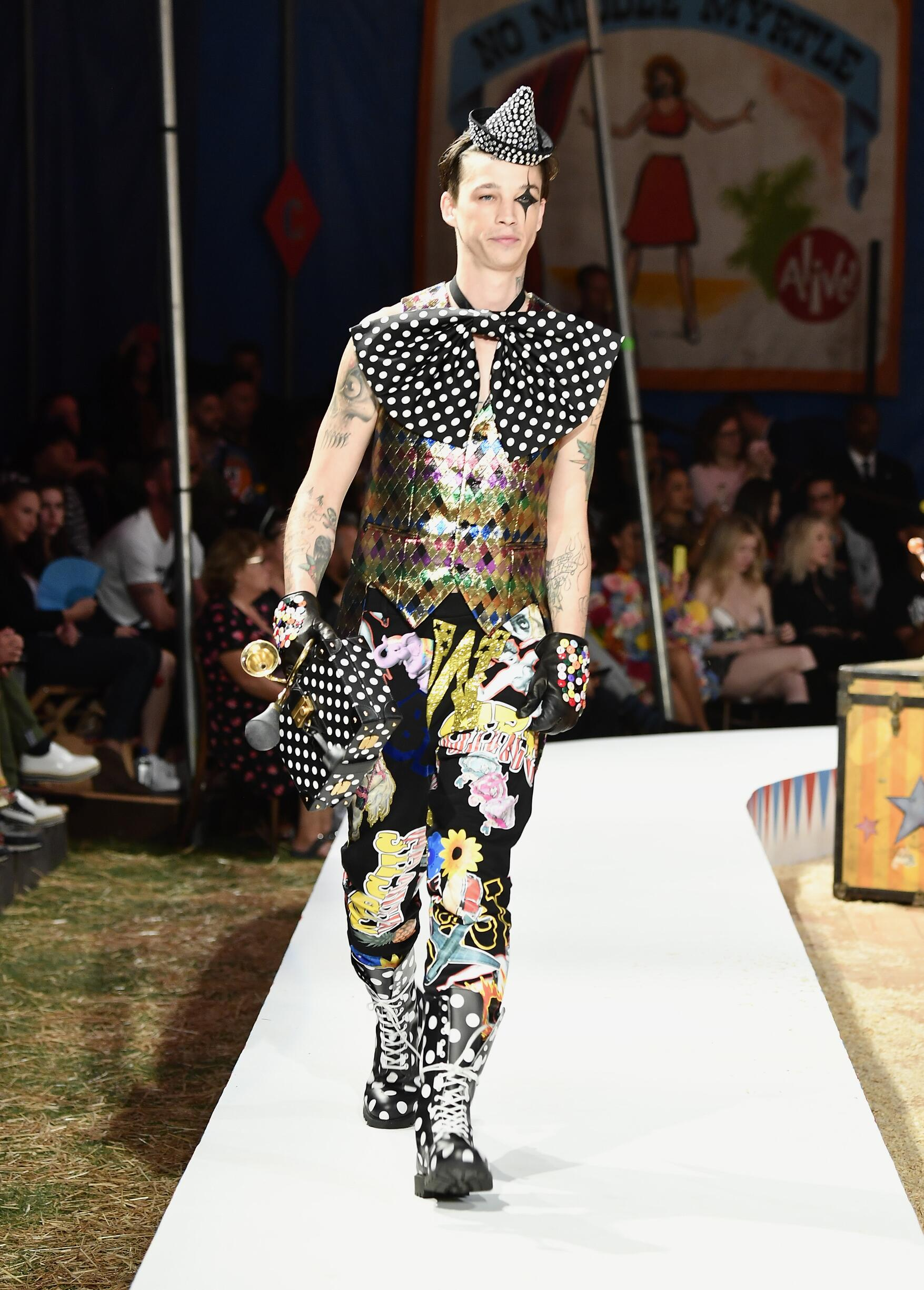 Moschino Spring Summer 2019 Menswear and Women's Resort Collection Look 24 Los Angeles