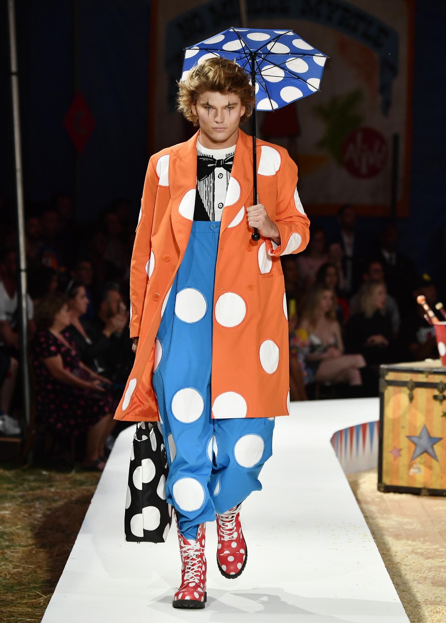 Moschino Spring Summer 2019 Menswear and Women's Resort Collection Look 26 Los Angeles