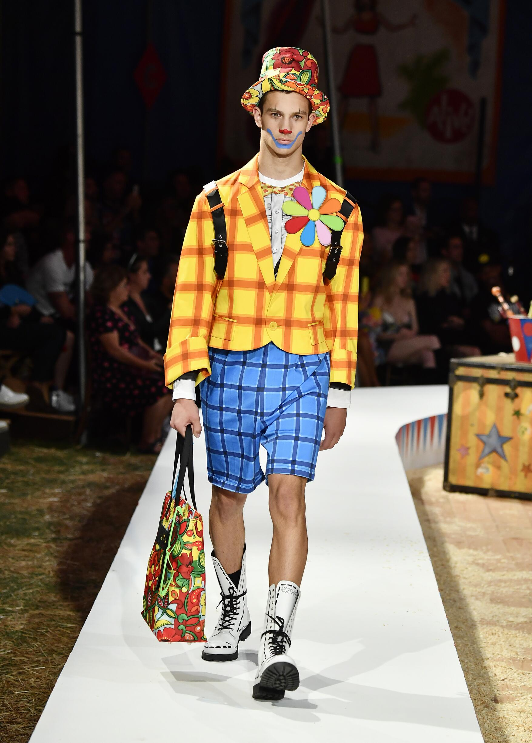 Moschino Spring Summer 2019 Menswear and Women's Resort Collection Look 28 Los Angeles