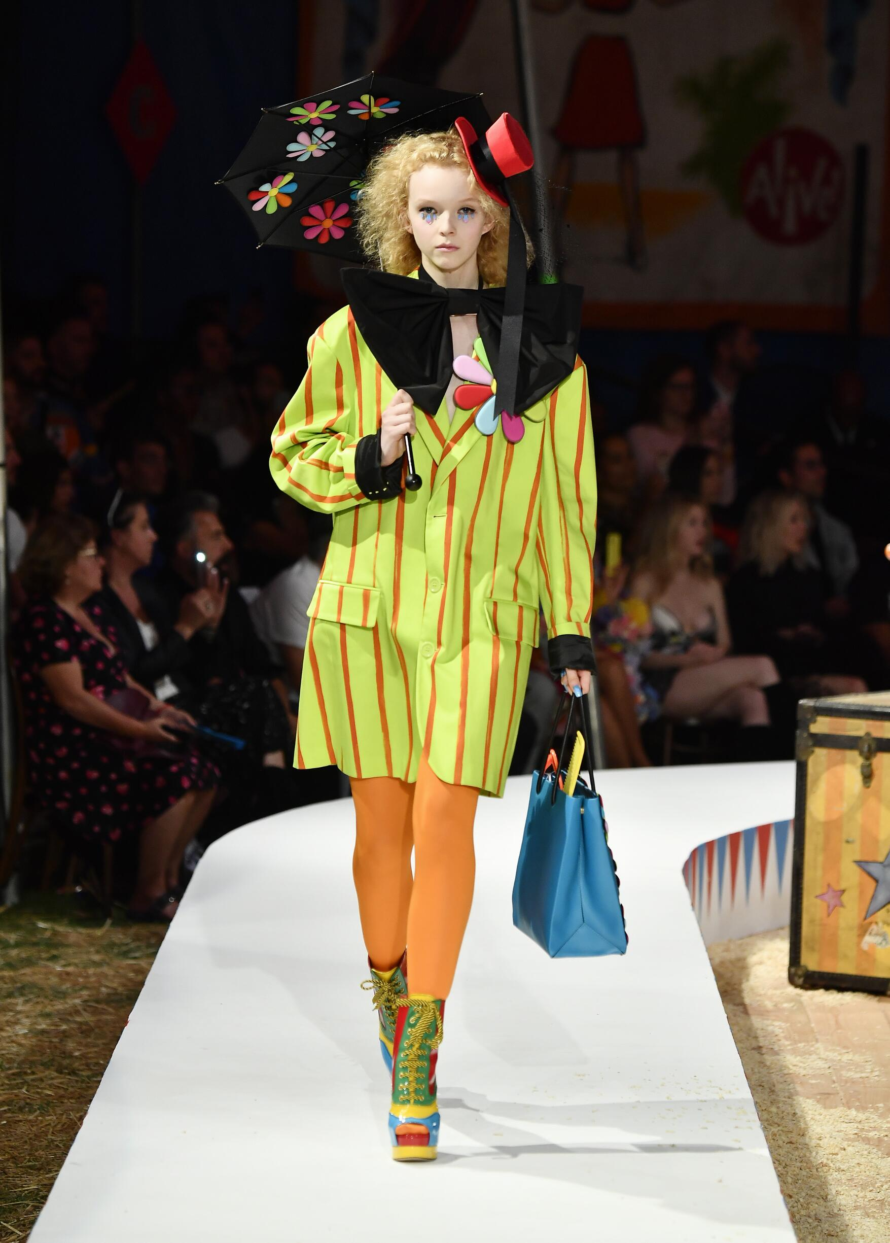 Moschino Spring Summer 2019 Menswear and Women's Resort Collection Look 30 Los Angeles