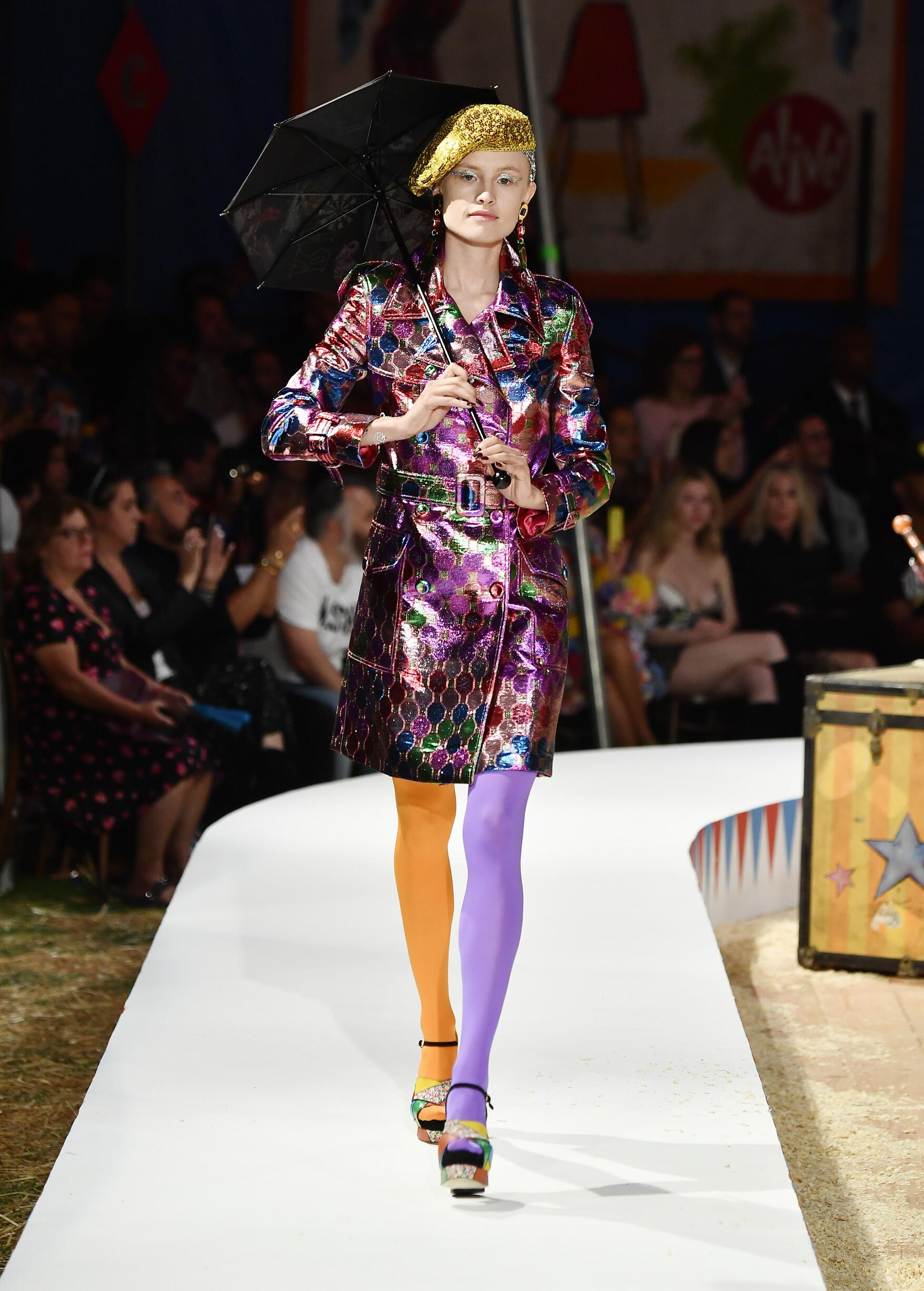 Moschino Spring Summer 2019 Menswear and Women's Resort Collection Look 32 Los Angeles