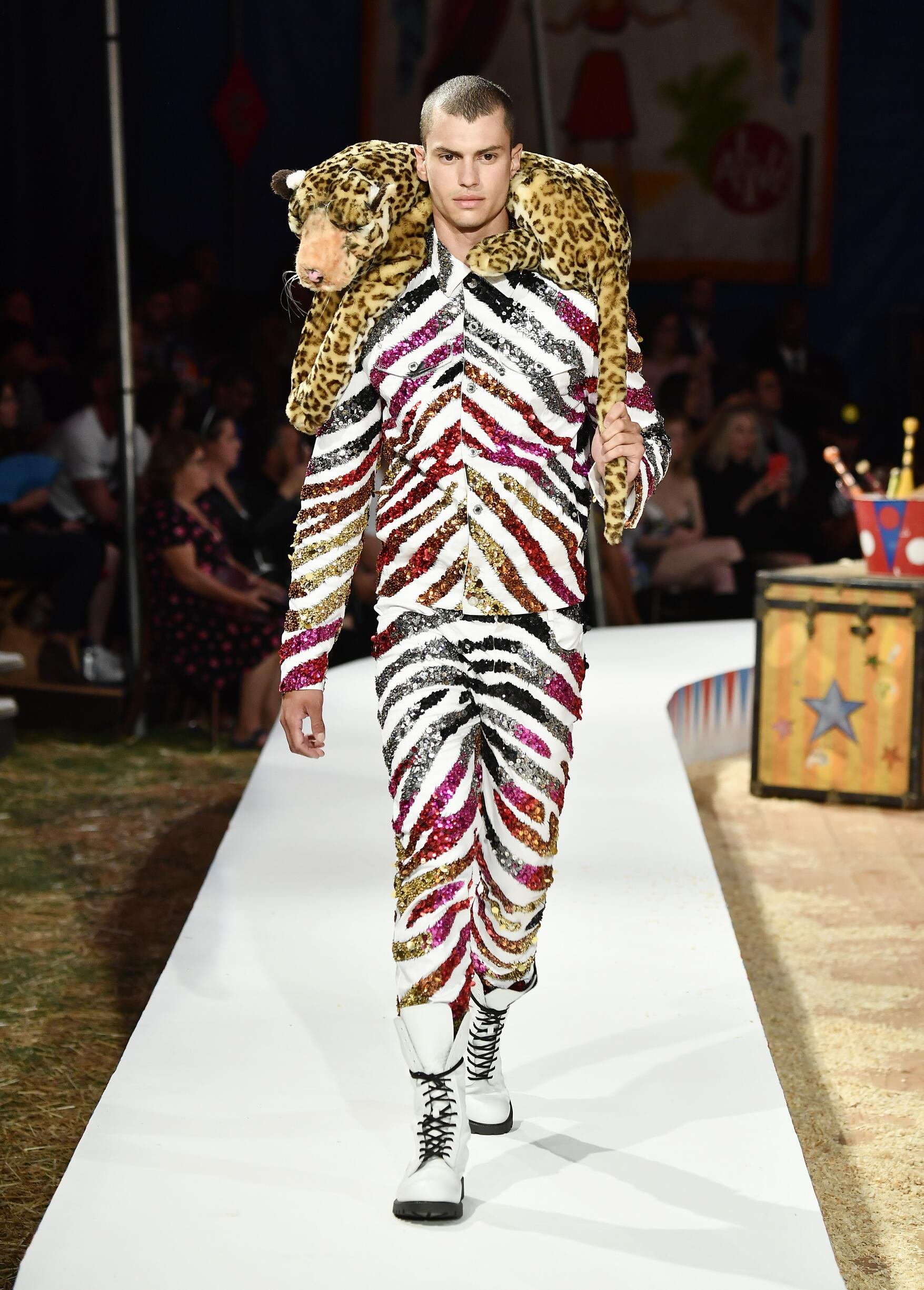 Moschino Spring Summer 2019 Menswear and Women's Resort Collection Look 33 Los Angeles