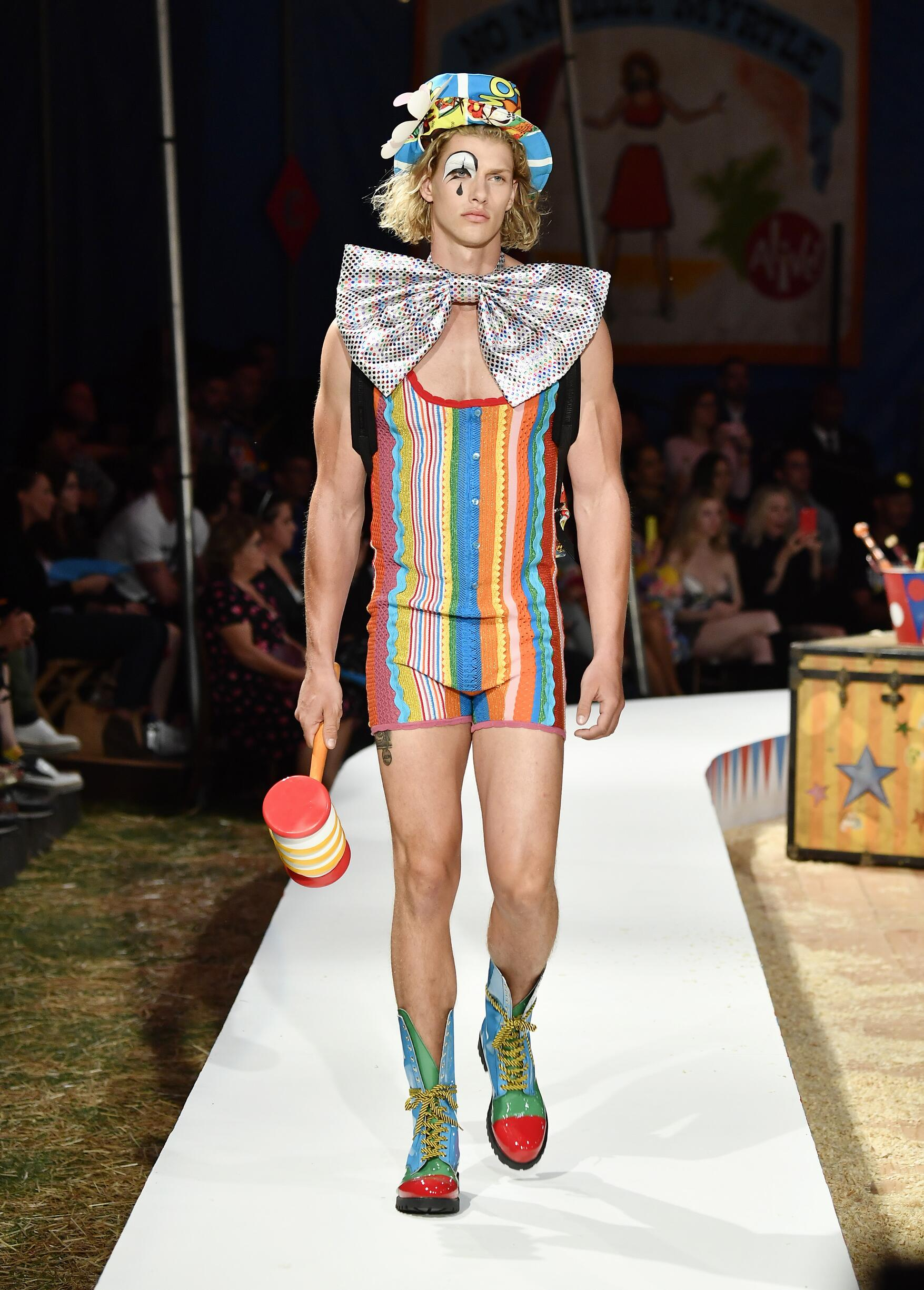 Moschino Spring Summer 2019 Menswear and Women's Resort Collection Look 37 Los Angeles