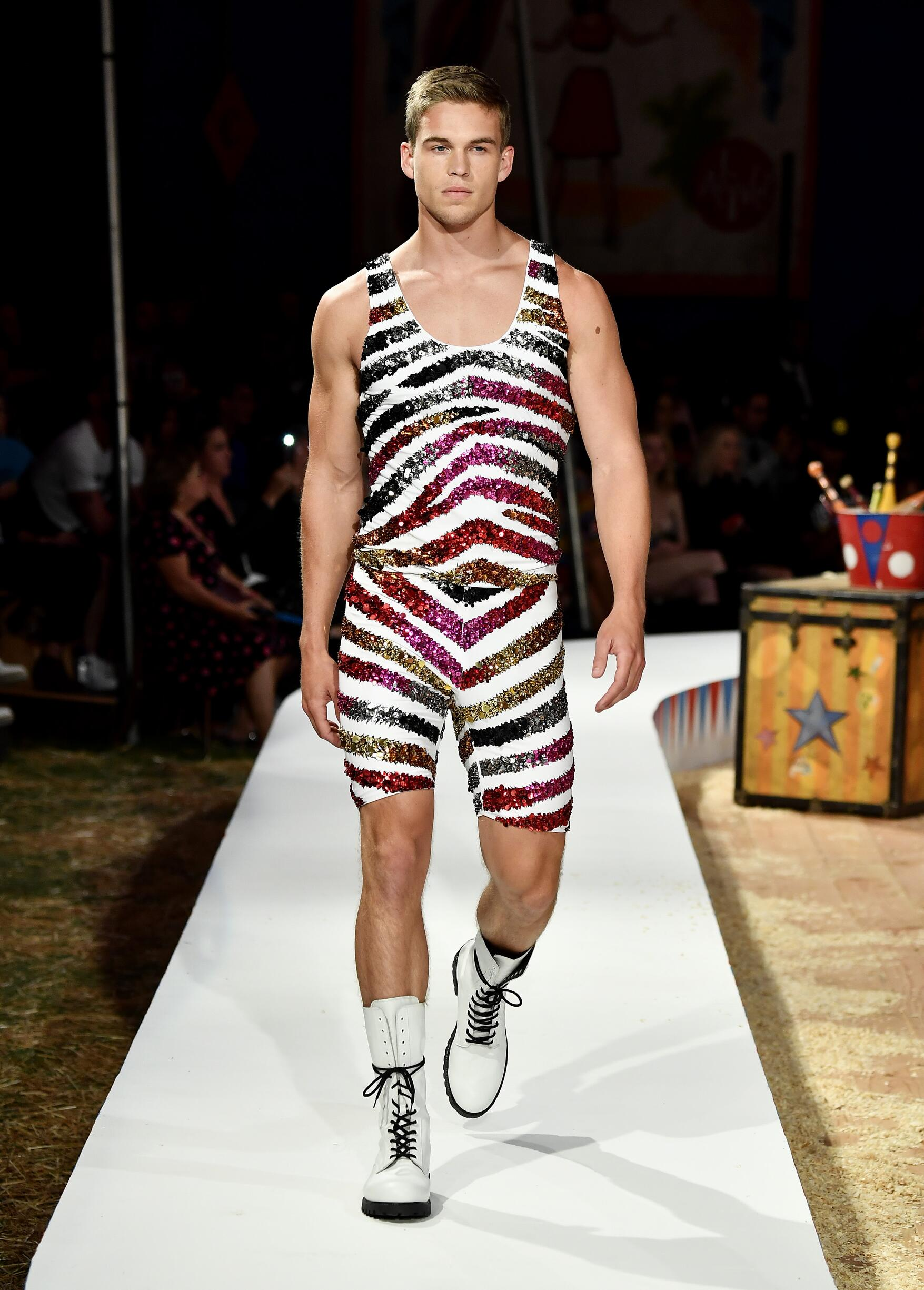 Moschino Spring Summer 2019 Menswear and Women's Resort Collection Look 41 Los Angeles