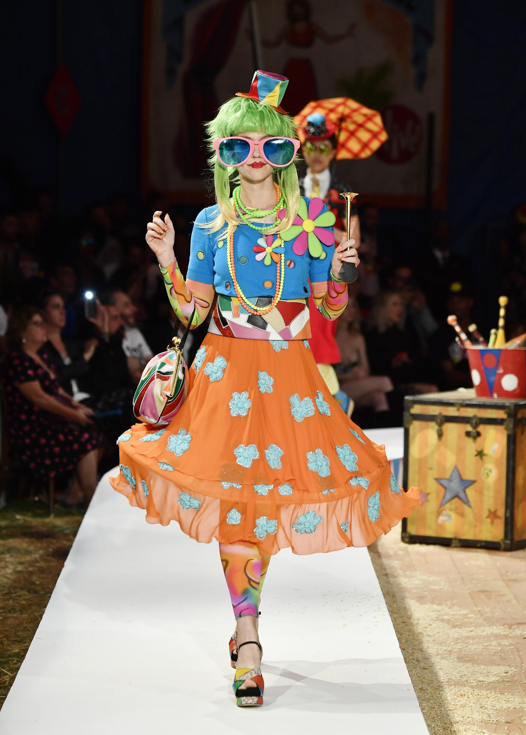 Moschino Spring Summer 2019 Menswear and Women's Resort Collection Look 43 Los Angeles
