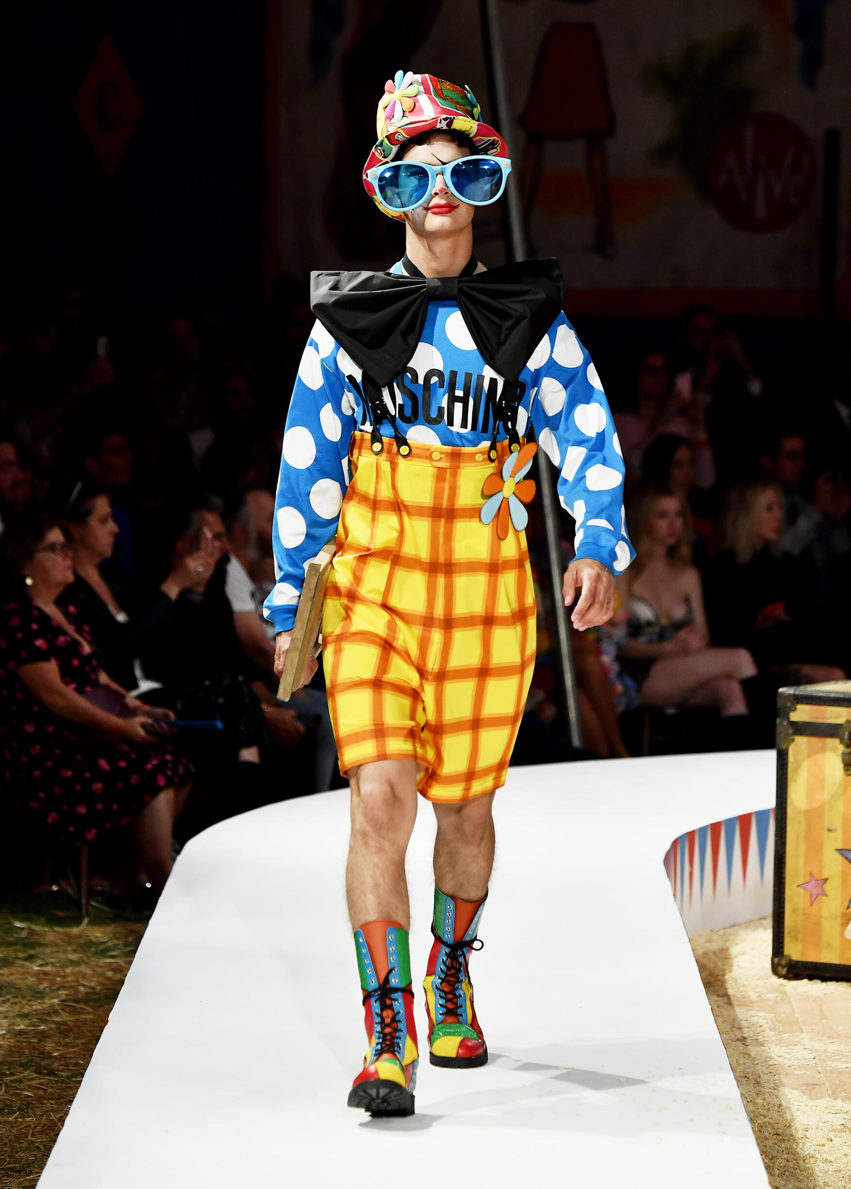 Moschino Spring Summer 2019 Menswear and Women's Resort Collection Look 46 Los Angeles