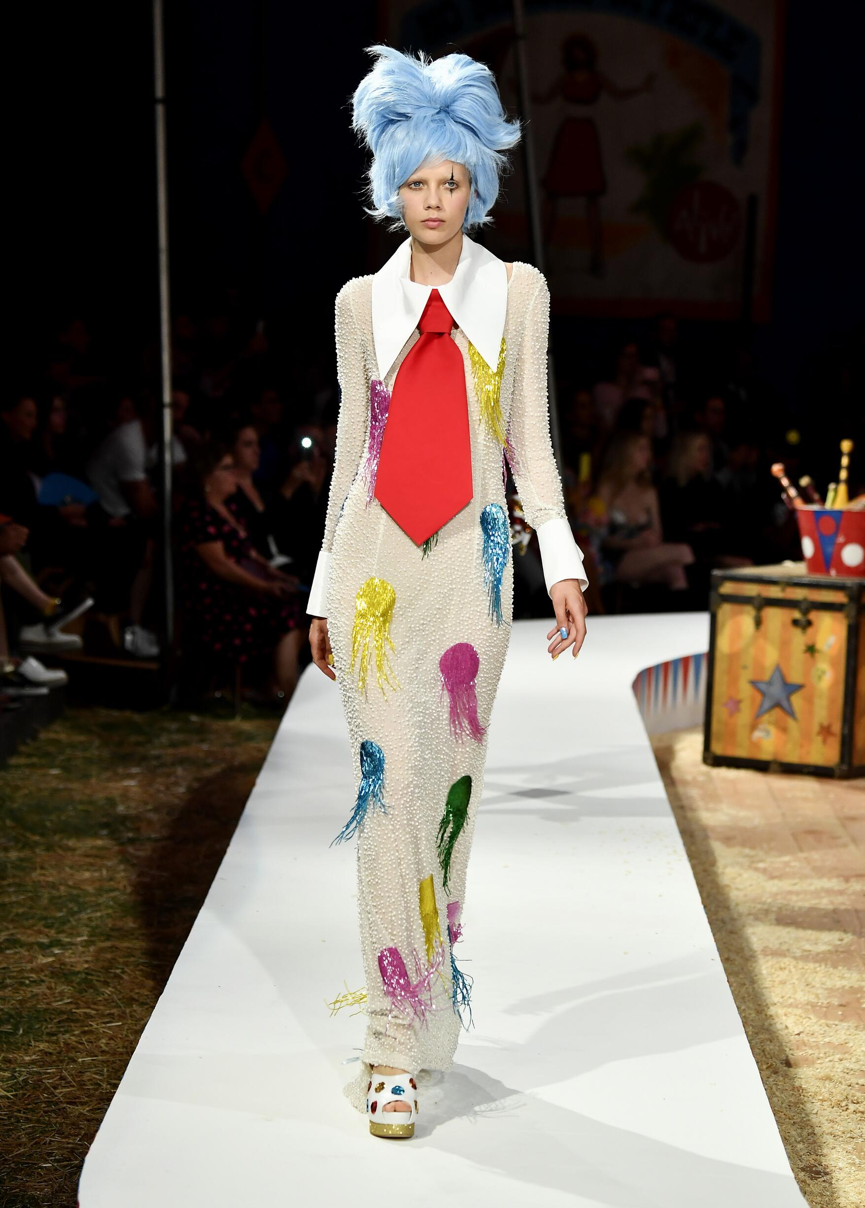 Moschino Spring Summer 2019 Menswear and Women's Resort Collection Look 49 Los Angeles