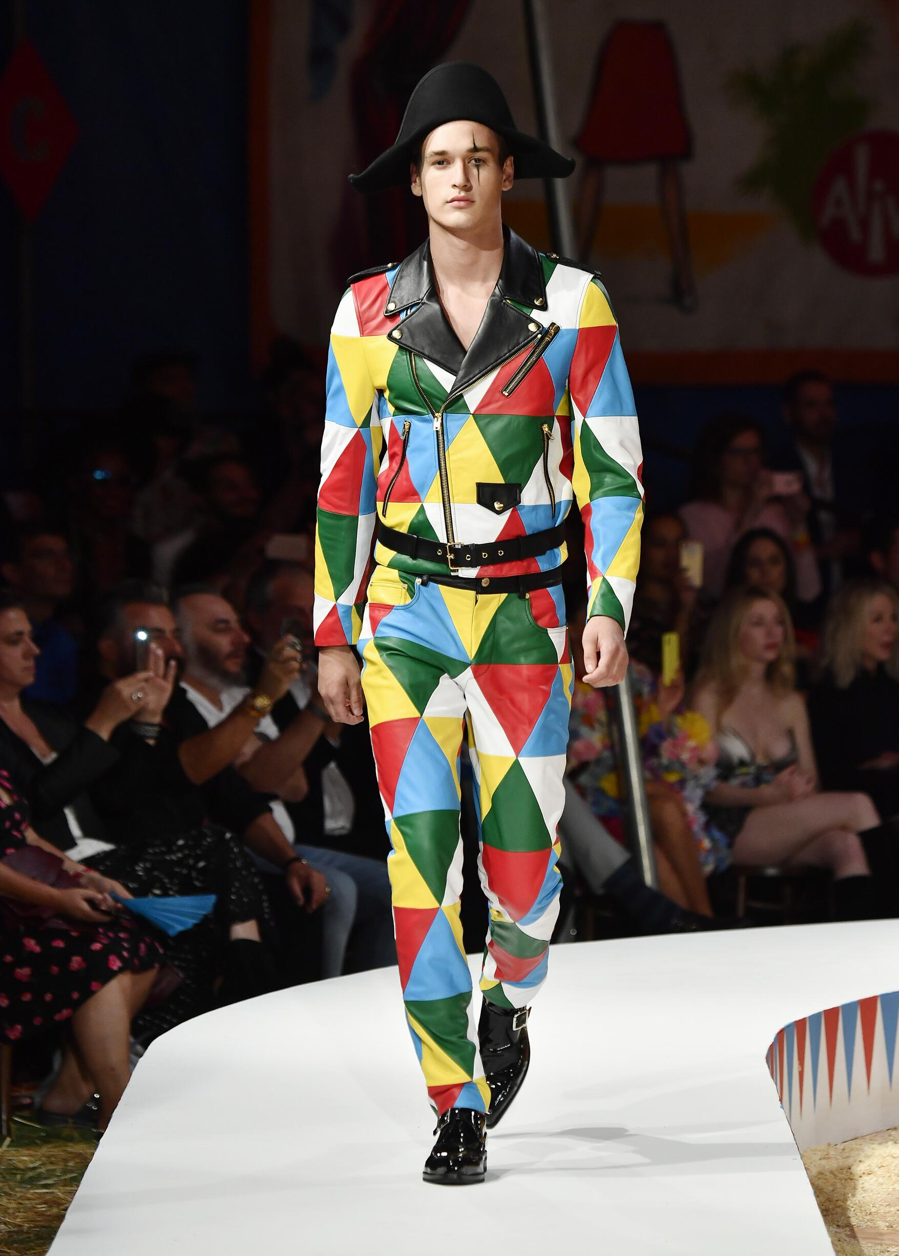 Moschino Spring Summer 2019 Menswear and Women's Resort Collection Look 51 Los Angeles