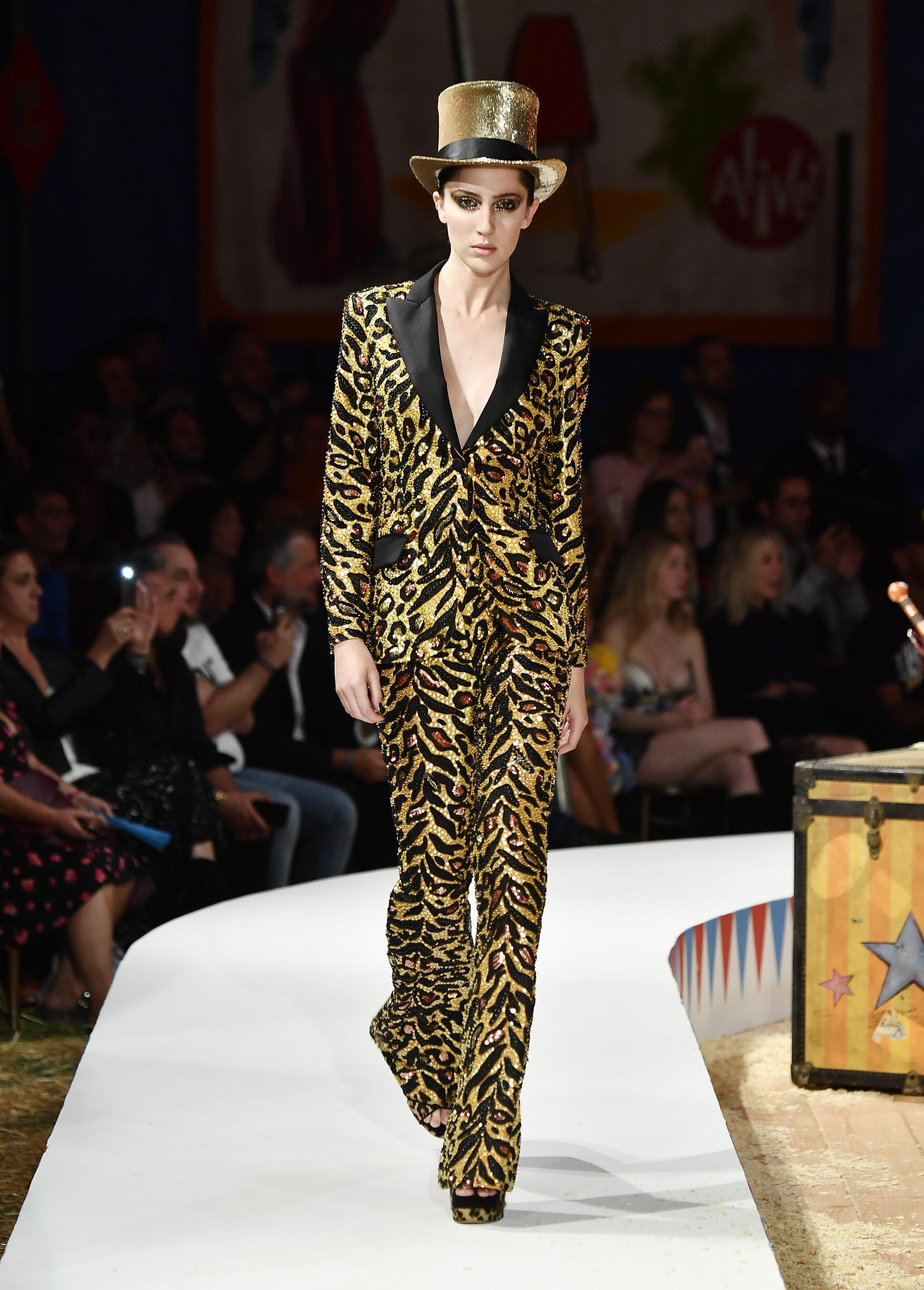 Moschino Spring Summer 2019 Menswear and Women's Resort Collection Look 54 Los Angeles