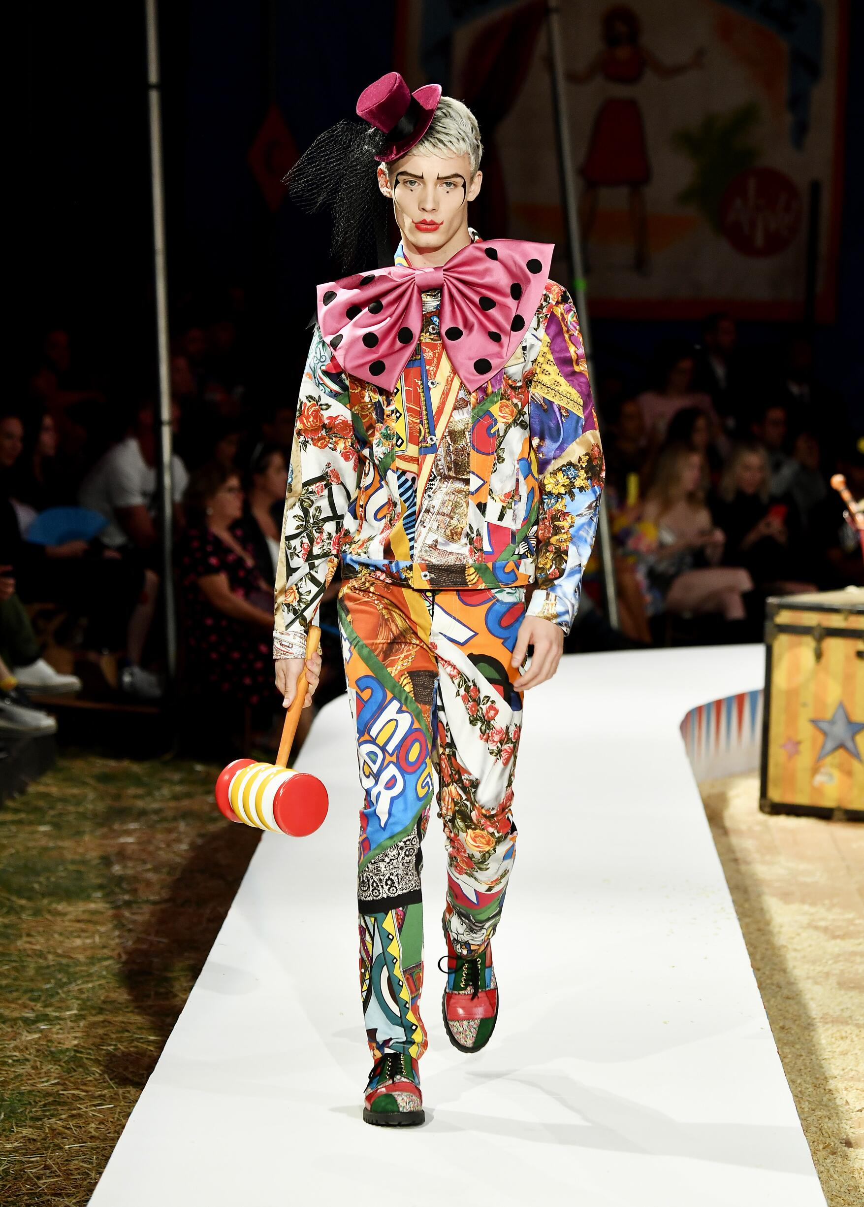 Moschino Spring Summer 2019 Menswear and Women's Resort Collection Look 61 Los Angeles