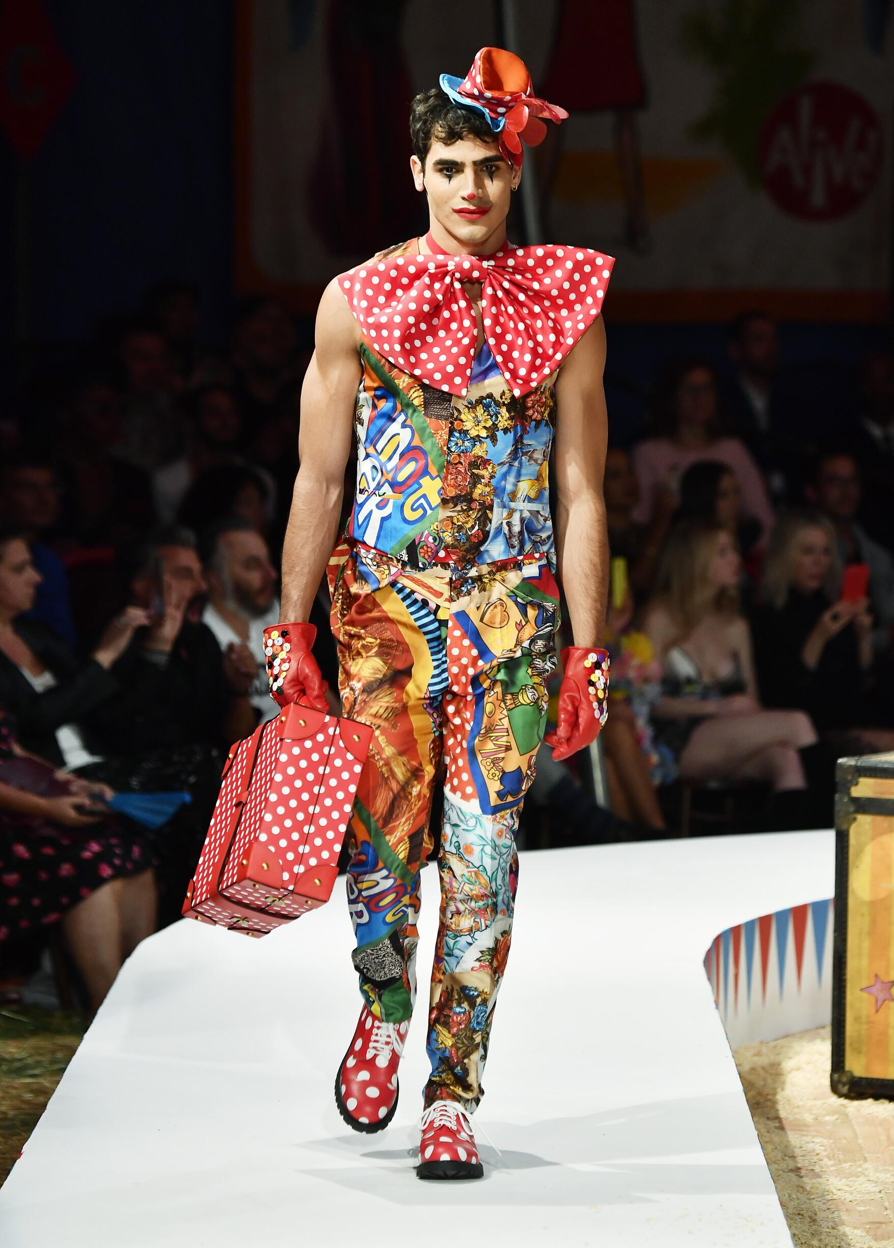 Moschino Spring Summer 2019 Menswear and Women's Resort Collection Look 64 Los Angeles
