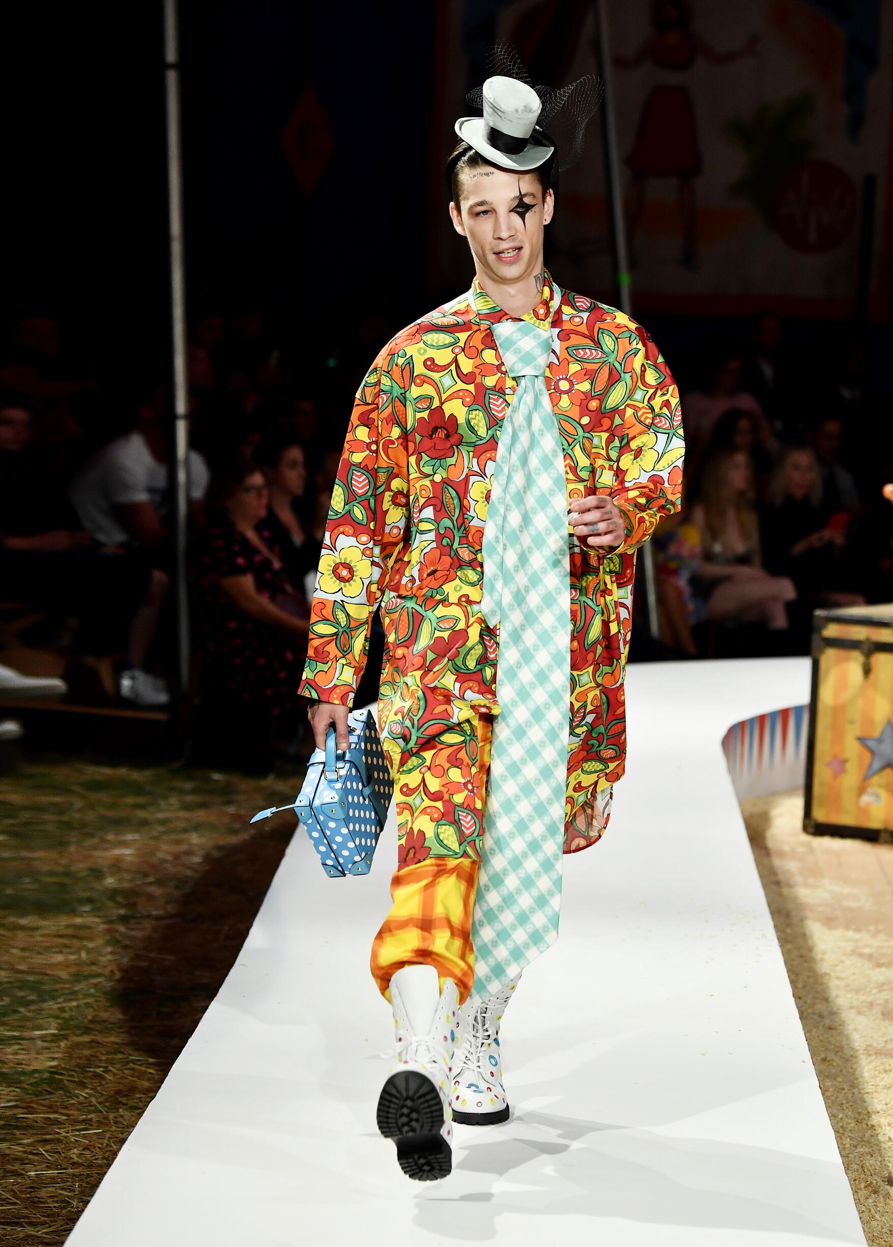 Moschino Spring Summer 2019 Menswear and Women's Resort Collection Look 66 Los Angeles