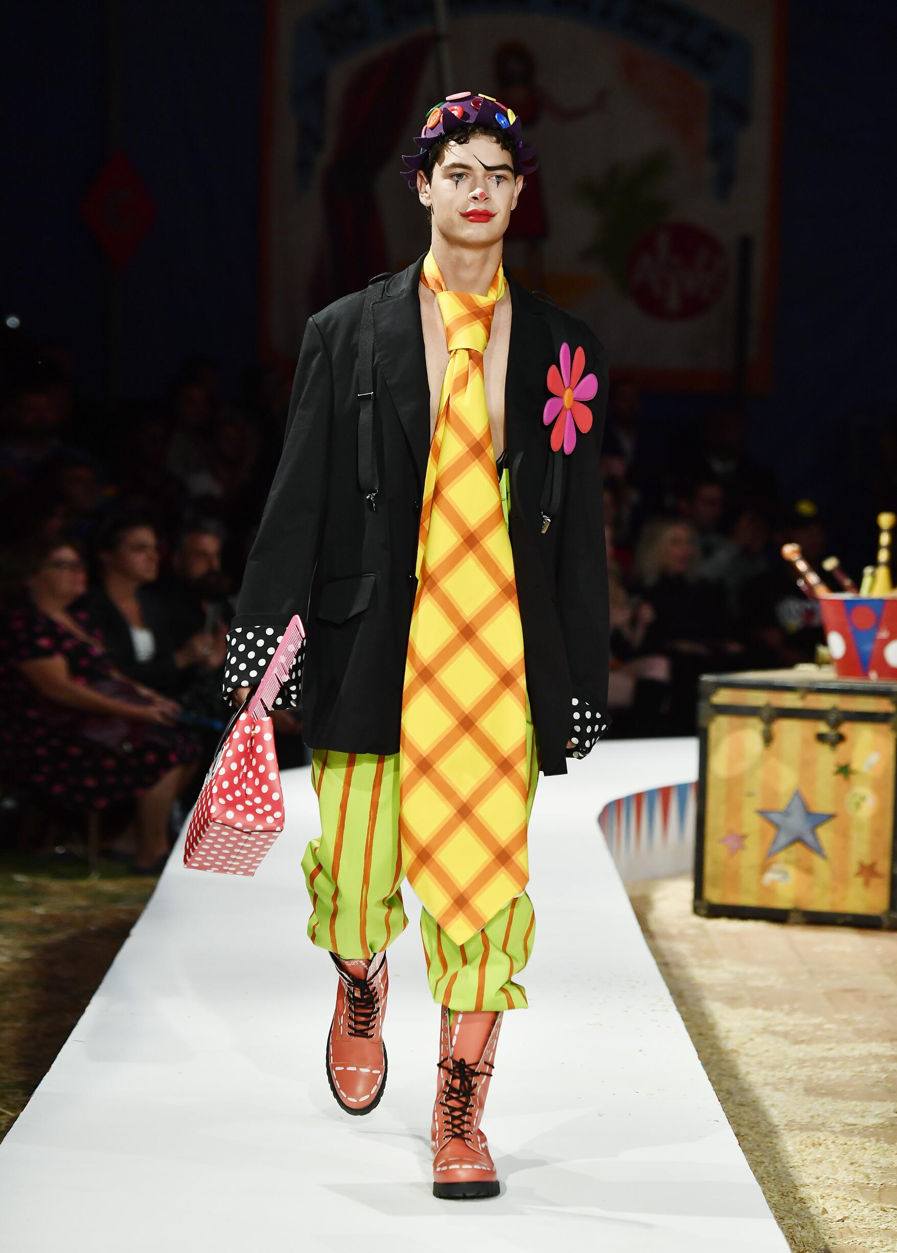 Moschino Spring Summer 2019 Menswear and Women's Resort Collection Look 67 Los Angeles