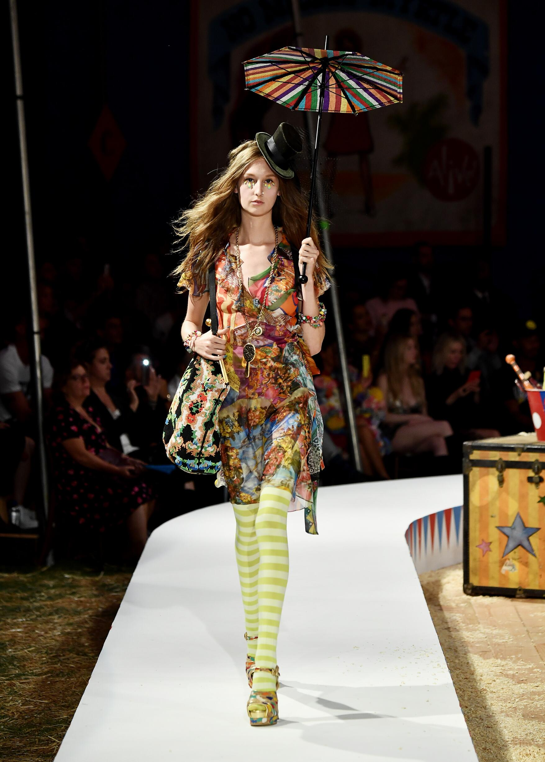 Moschino Spring Summer 2019 Menswear and Women's Resort Collection Look 68 Los Angeles