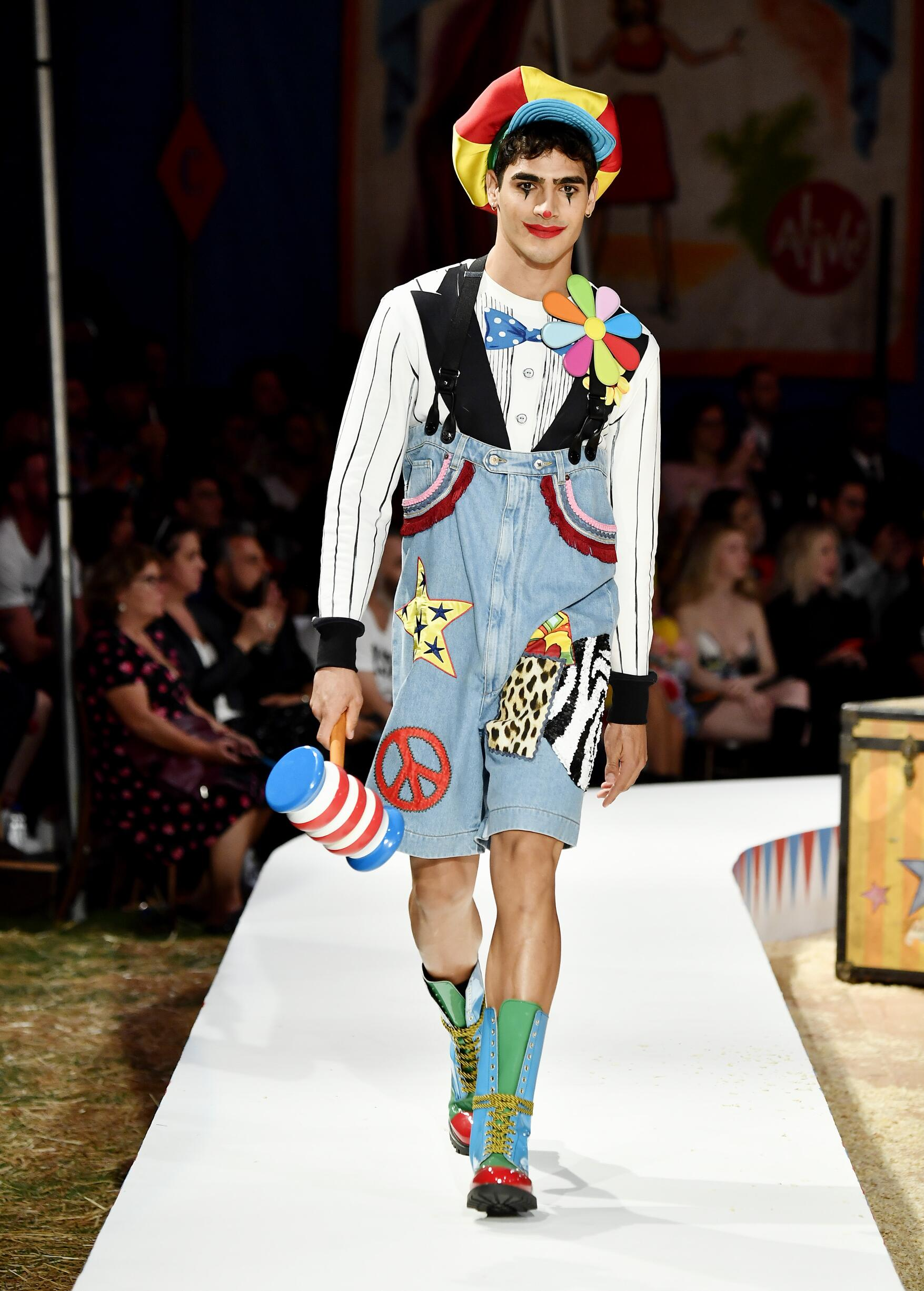Moschino Spring Summer 2019 Menswear and Women's Resort Collection Look 7 Los Angeles