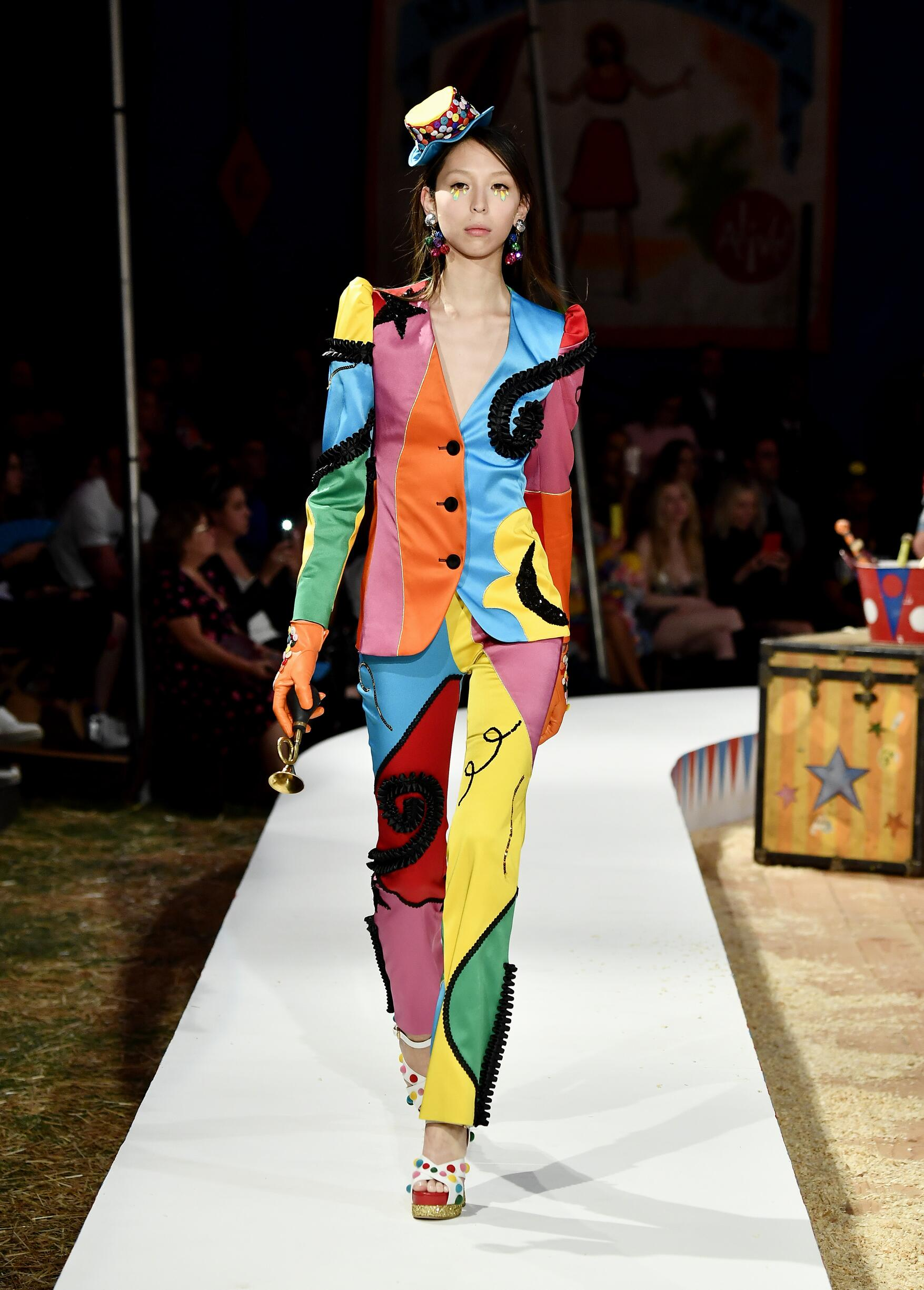 Moschino Spring Summer 2019 Menswear and Women's Resort Collection Look 70 Los Angeles