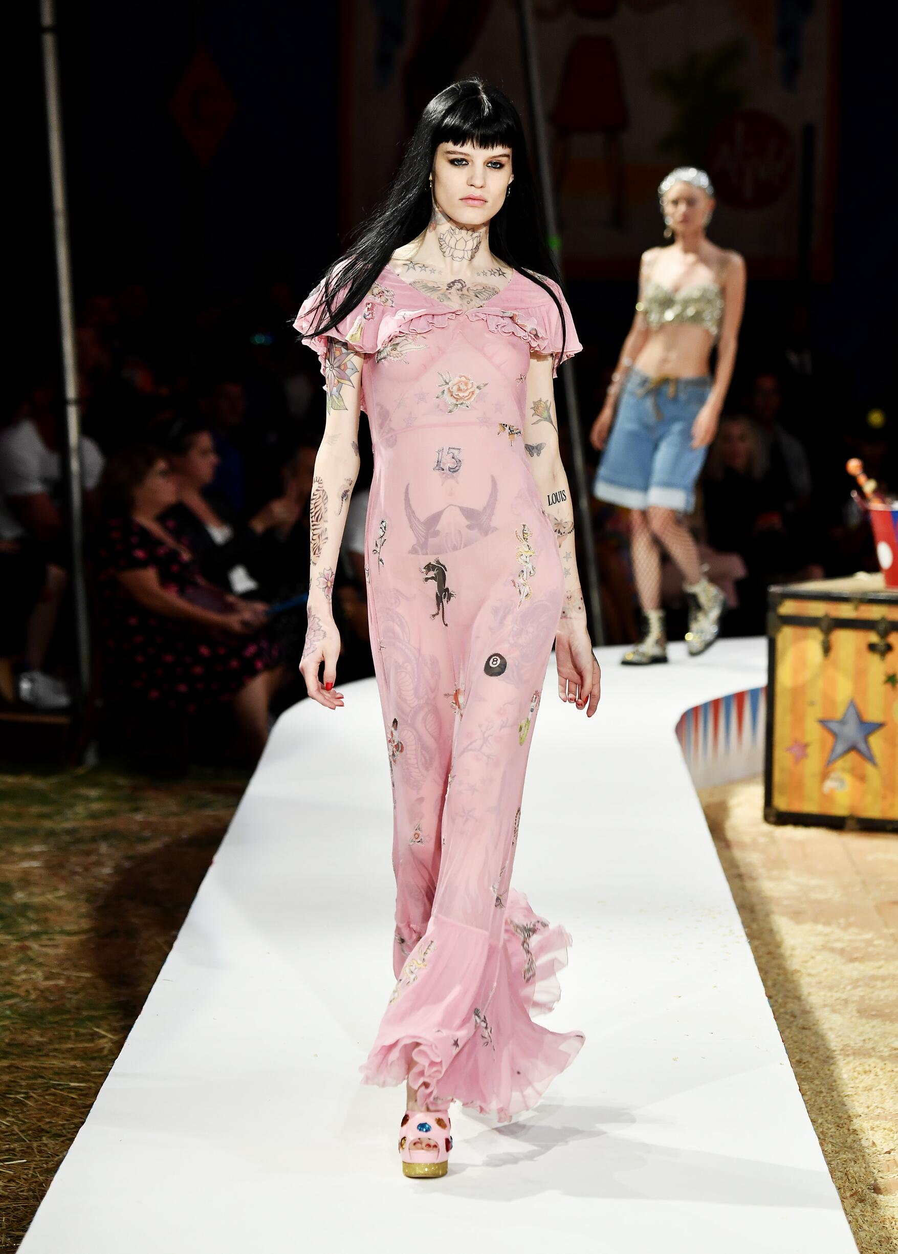 Moschino Spring Summer 2019 Menswear and Women's Resort Collection Look 74 Los Angeles