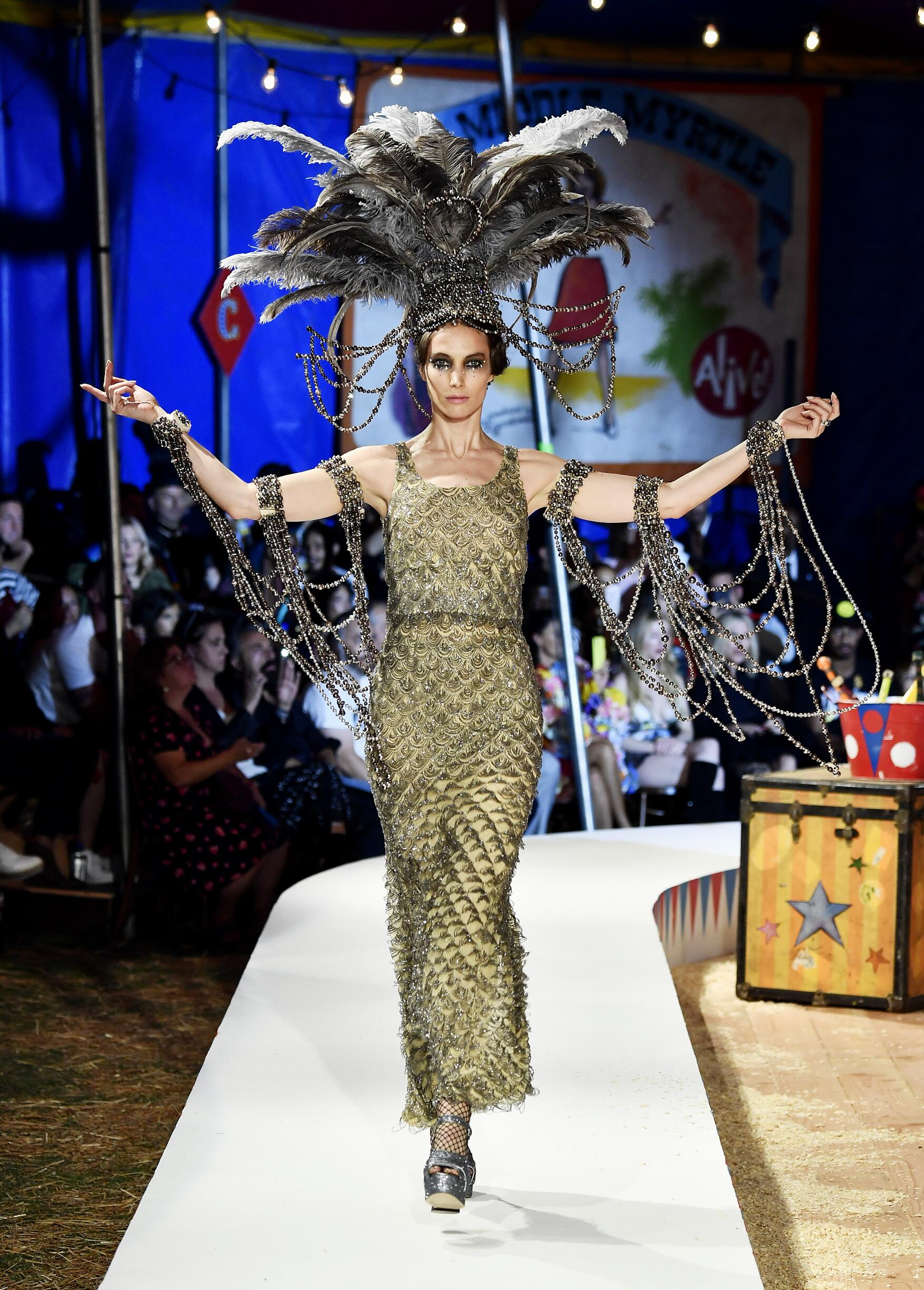 Moschino Spring Summer 2019 Menswear and Women's Resort Collection Look 88 Los Angeles