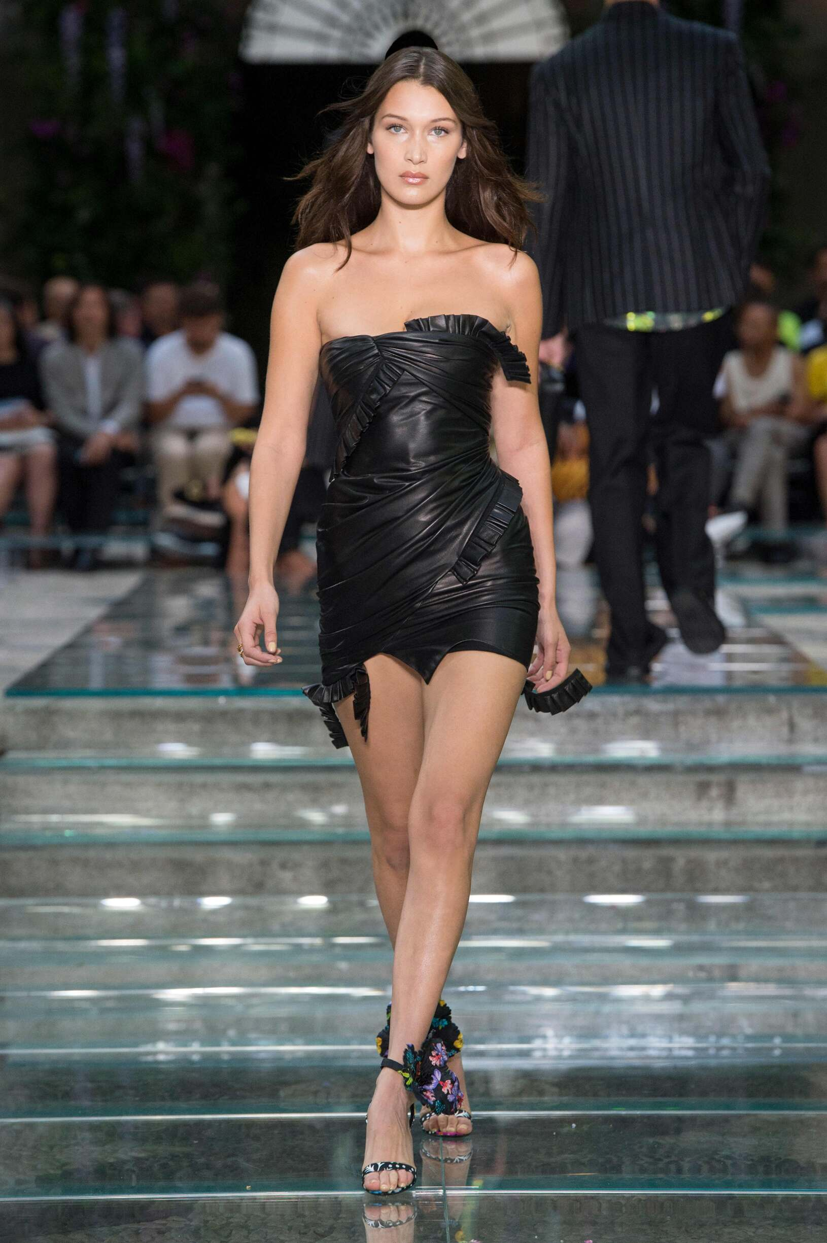 Woman Fashion 2019 Runway Versace Summer