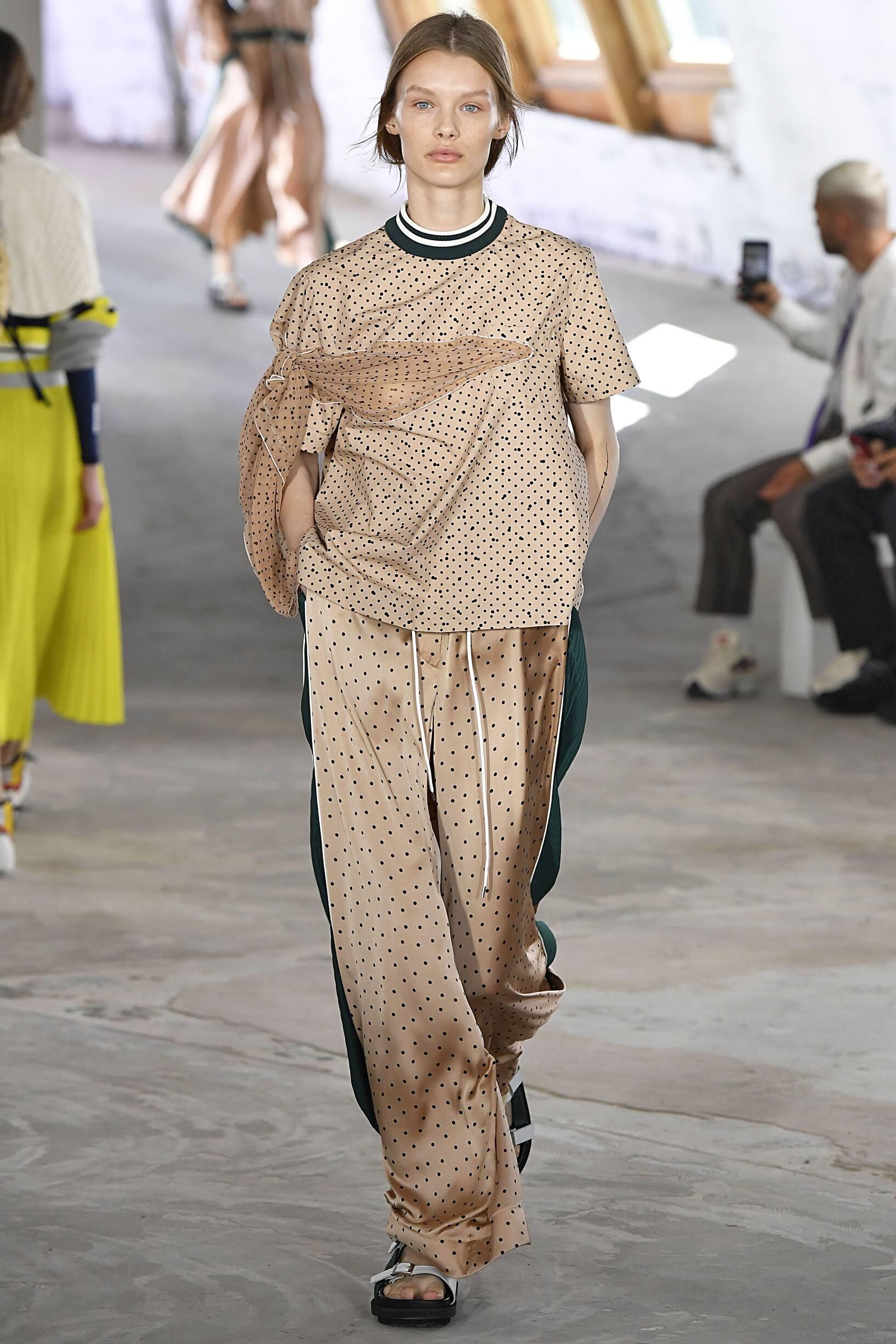 2019 Catwalk Sacai Woman Fashion Show Summer