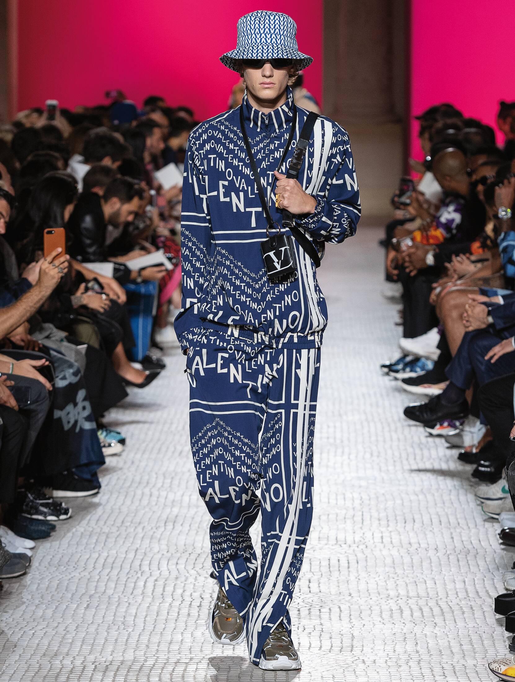 2019 Catwalk Valentino Man Fashion Show Summer
