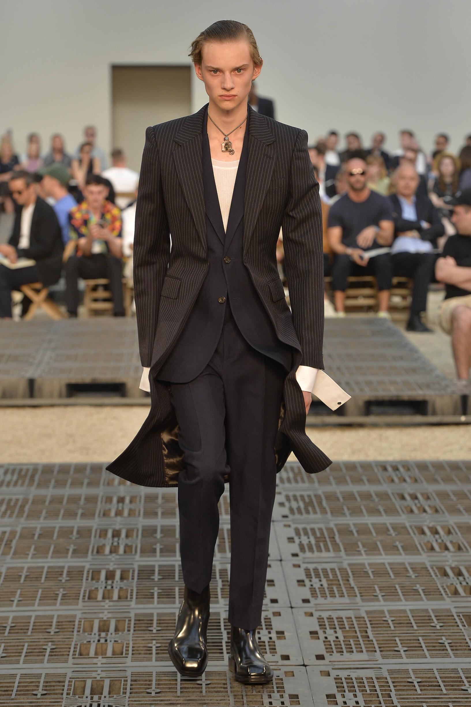 Alexander McQueen Fashion Show SS 2019