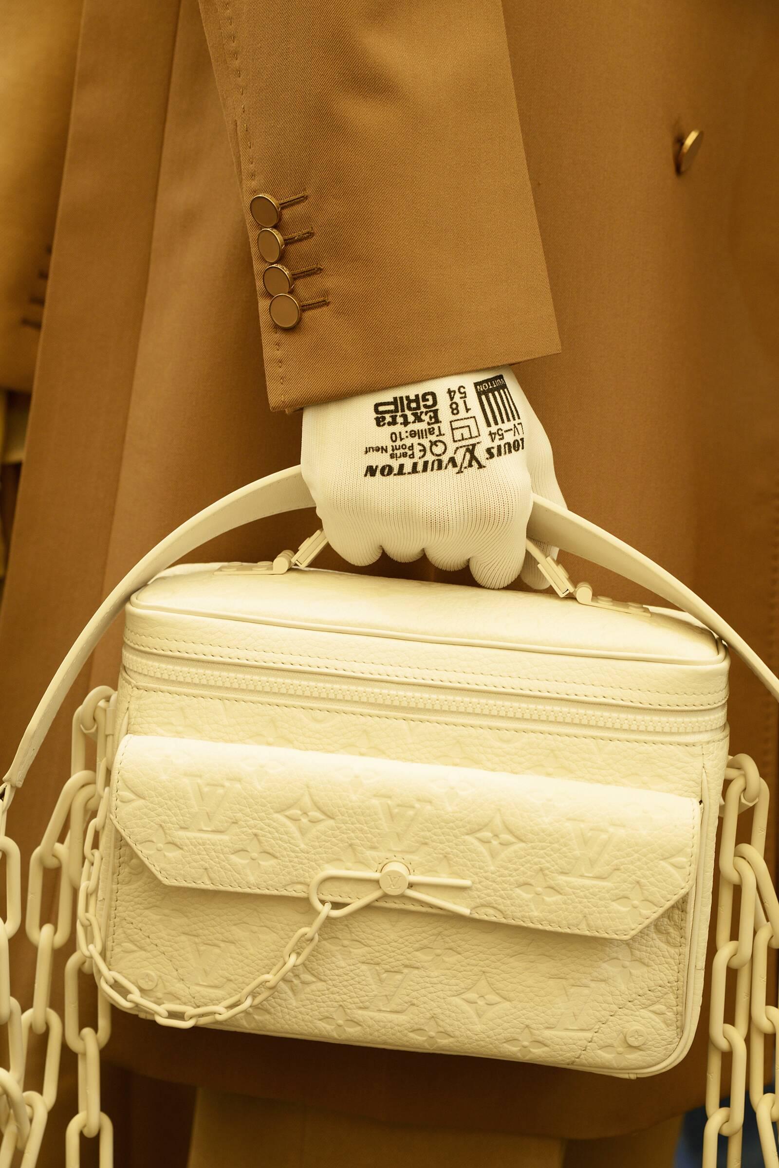 Backstage Louis Vuitton Man Bag 2019 Trend