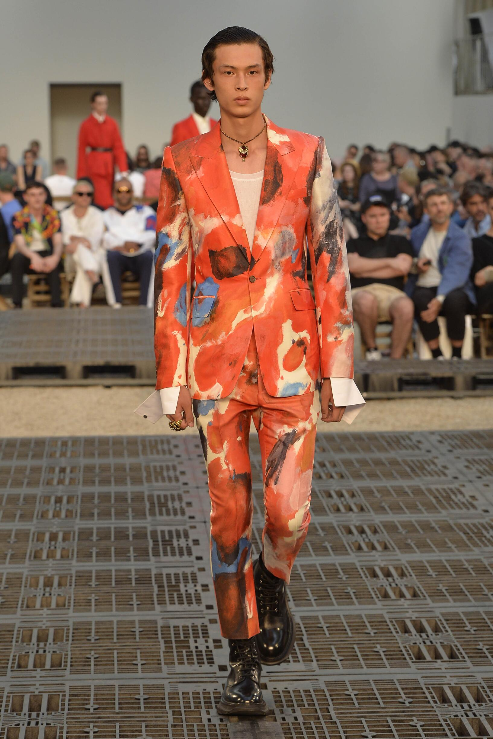 Catwalk Alexander McQueen Man Fashion Show Summer 2019