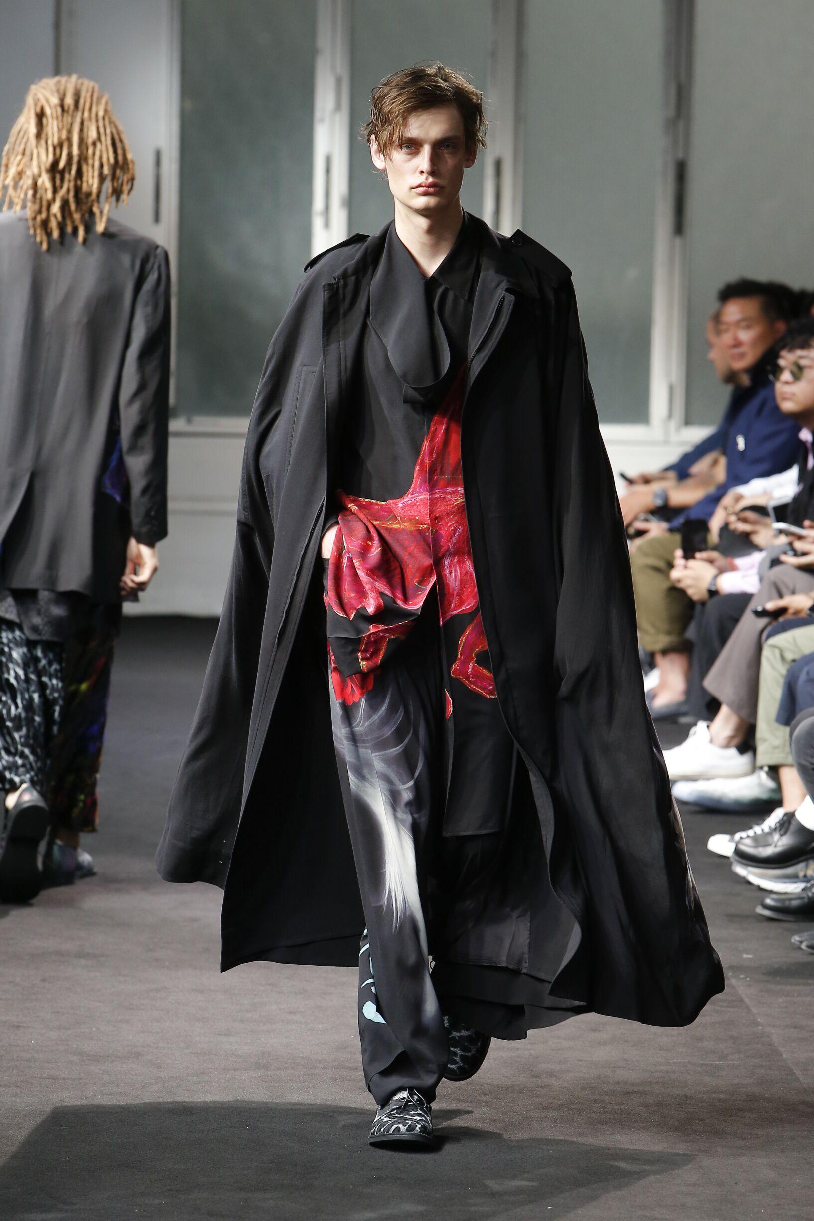 Catwalk Yohji Yamamoto Man Fashion Show Summer 2019