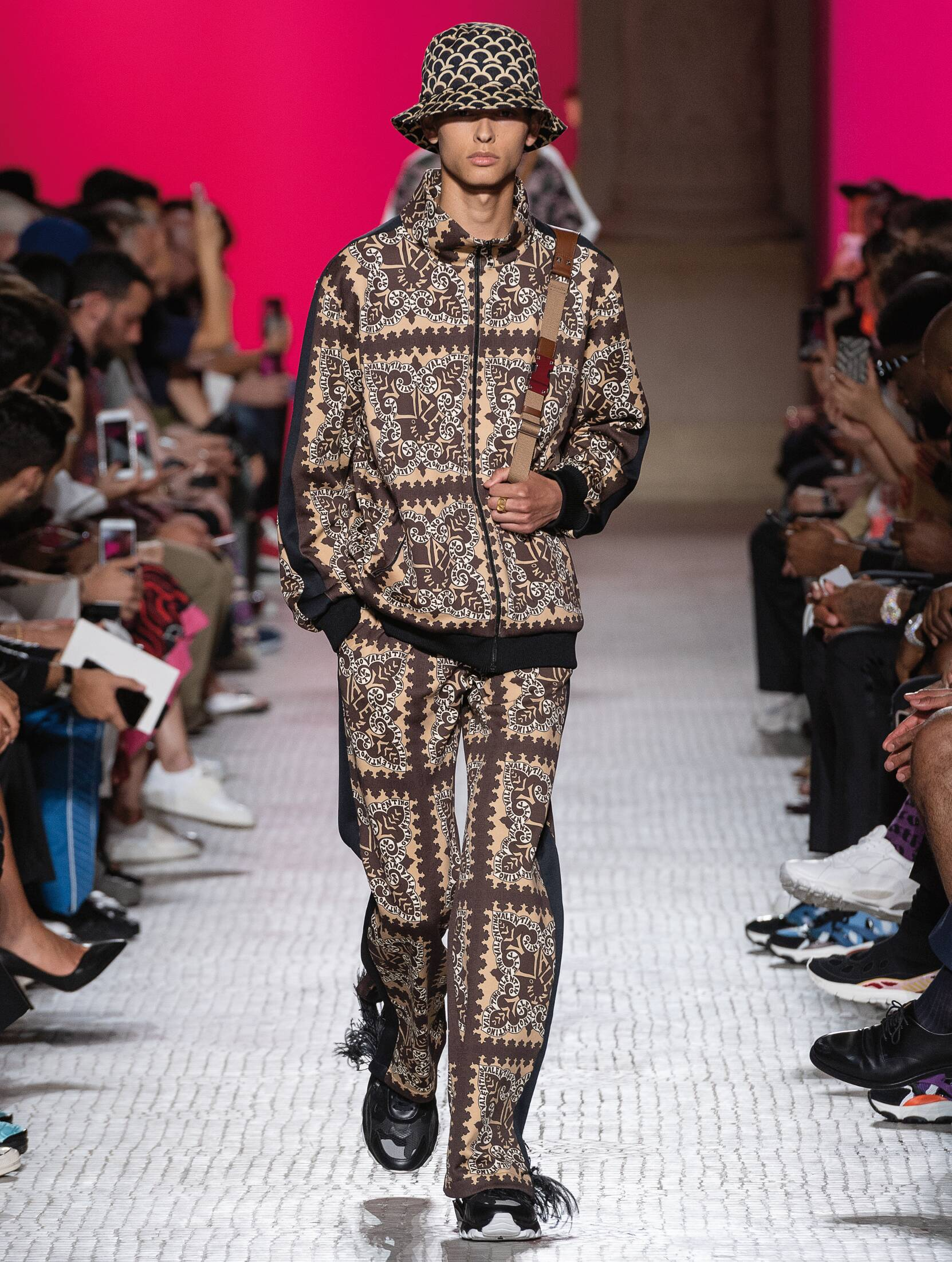 Fashion 2019 Runway Man Valentino Summer